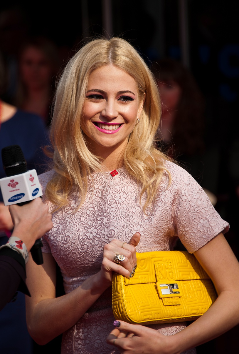 lott dating August 19, 2014 - 11:53 bst hellomagazinecom oliver cheshire explains why he and girlfriend pixie lott are in no hurry to get married they have been dating for four years now, but pixie.