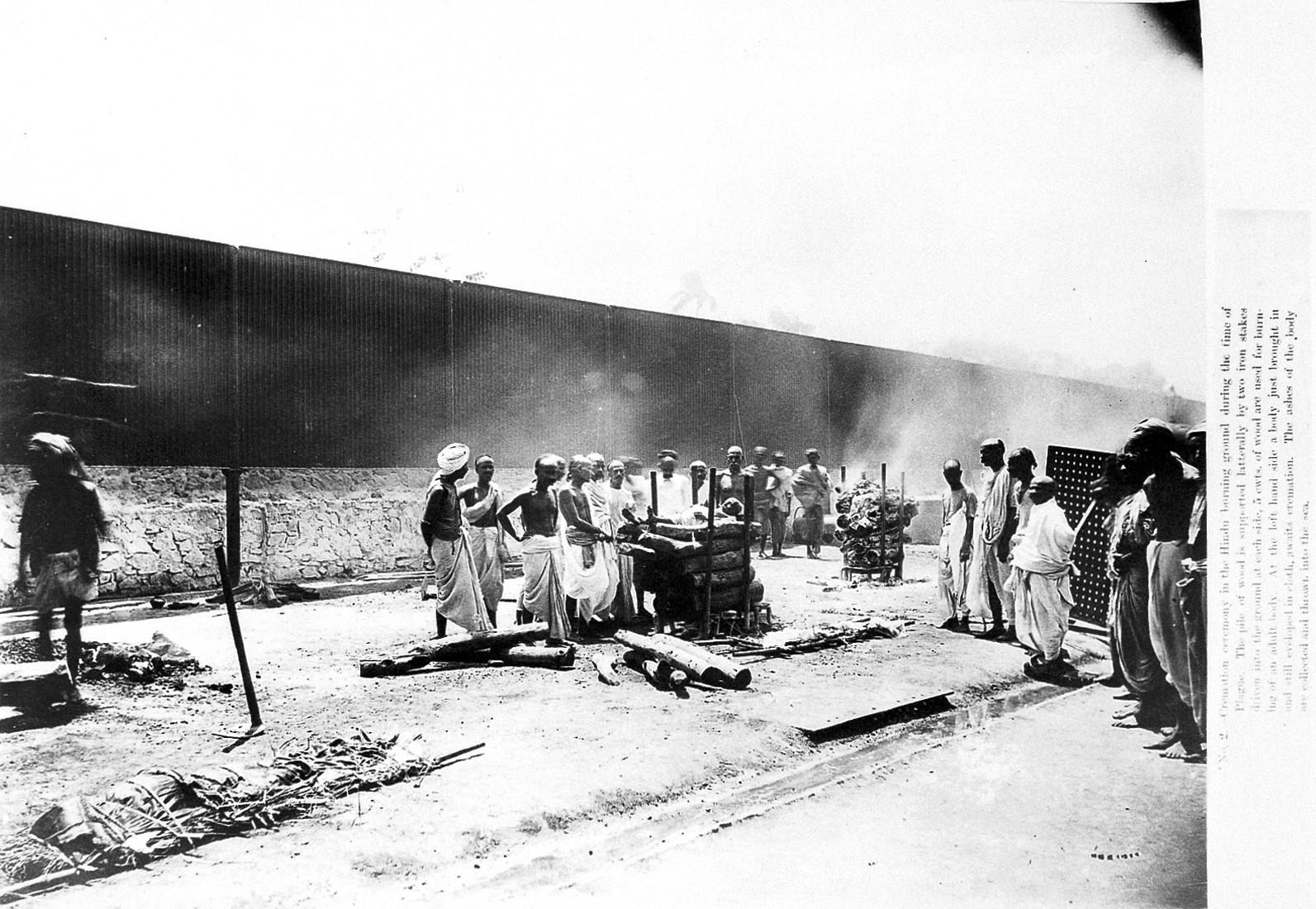 File:Plague epidemic, Bombay, 1896-7 Wellcome L0013983.jpg - Wikimedia  Commons