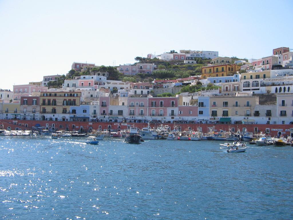 Isola di Ponza - Wikivoyage, guida turistica di viaggio