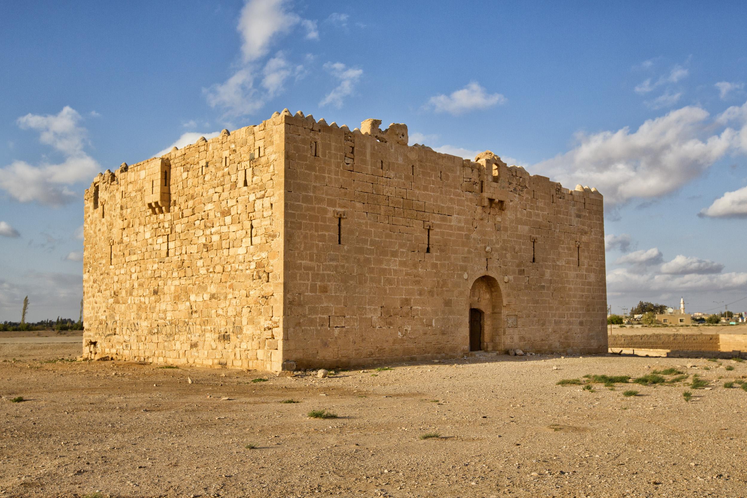 combinación ganar Corta vida  Qasr Al-Qatraneh - Wikipedia