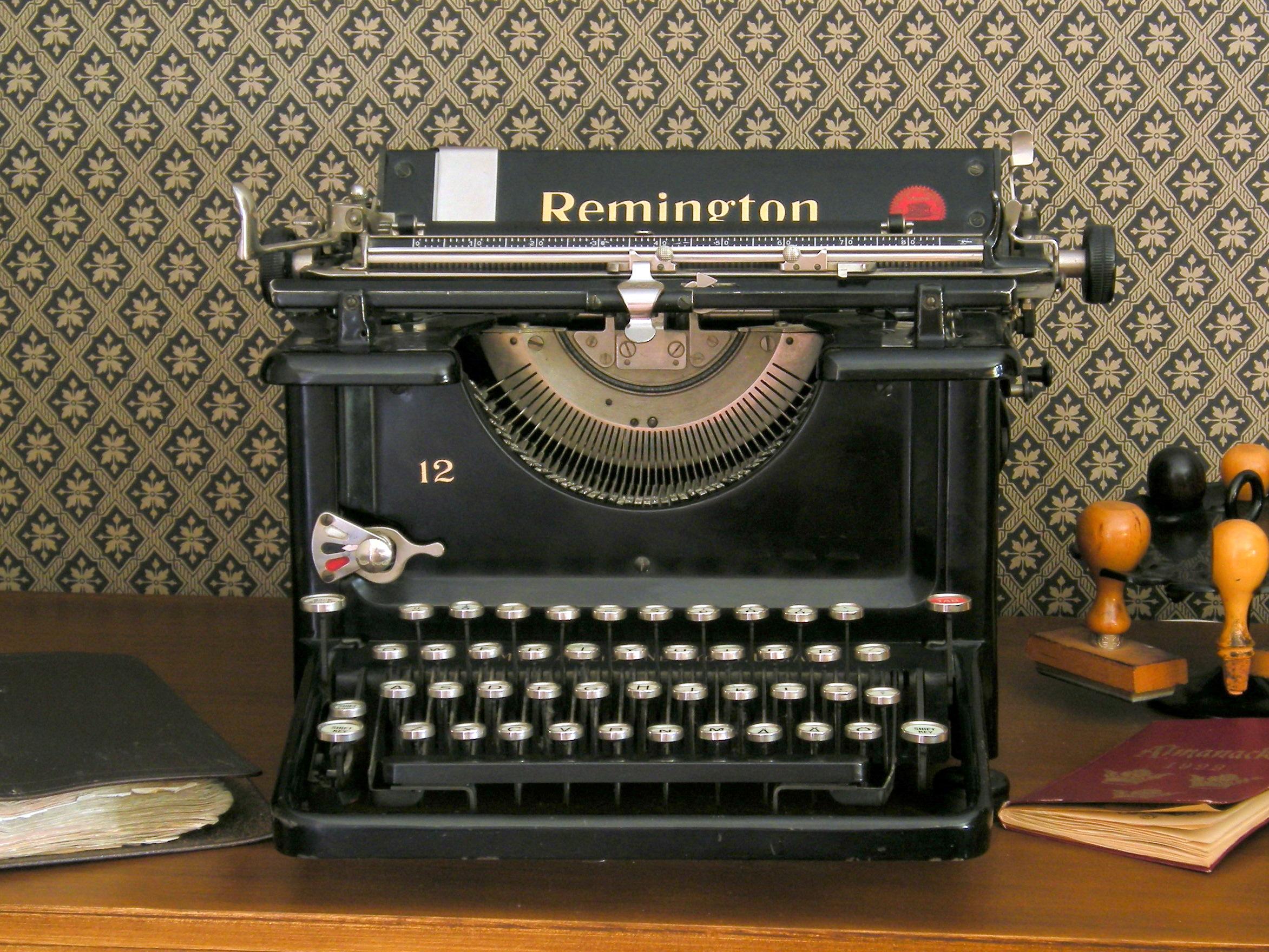 1968 Remington Standard Model 24 Manual Typewriter Beige Vintage Made in USA