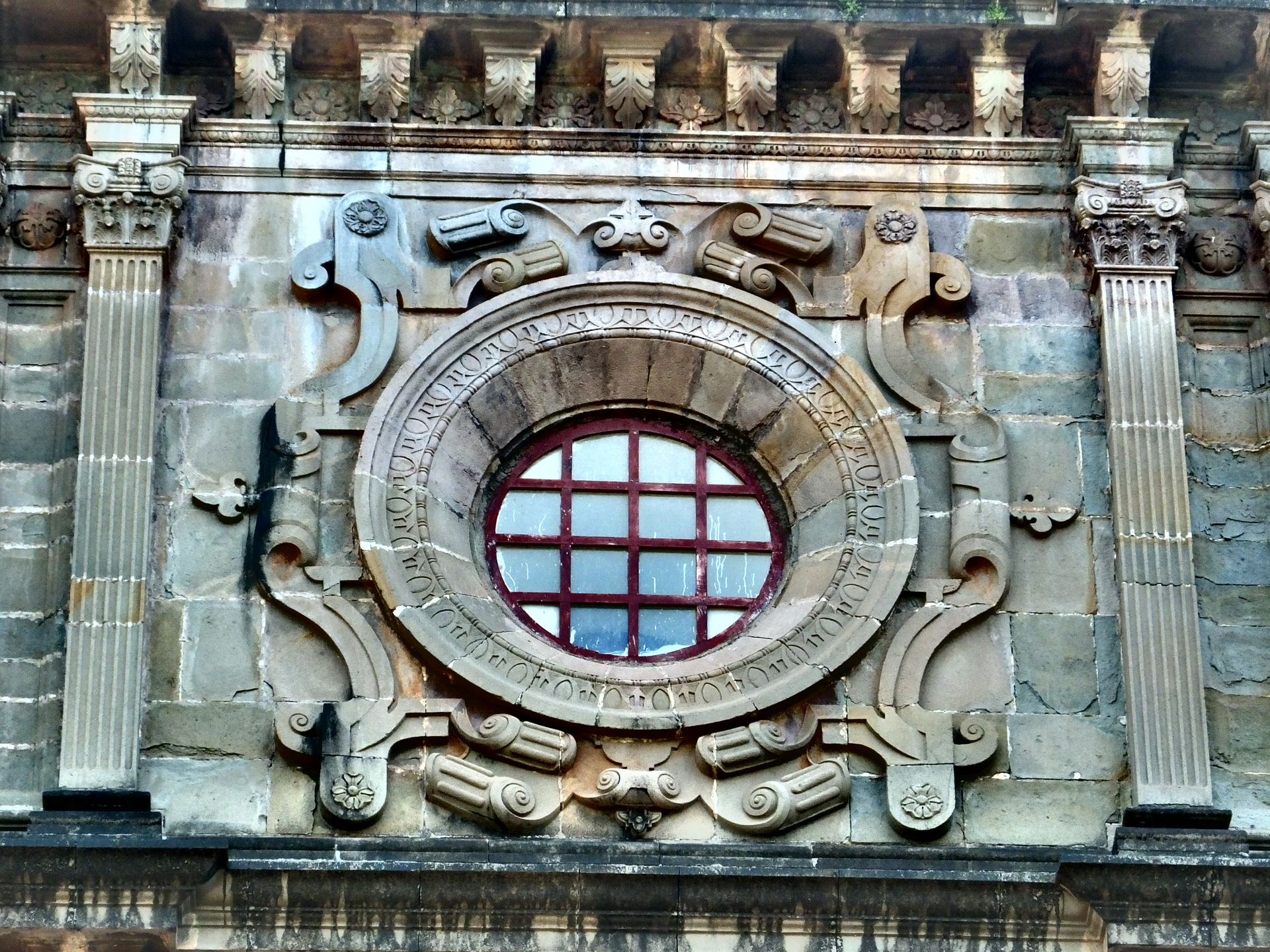 File round window of old world architecture jpg for Old world architecture