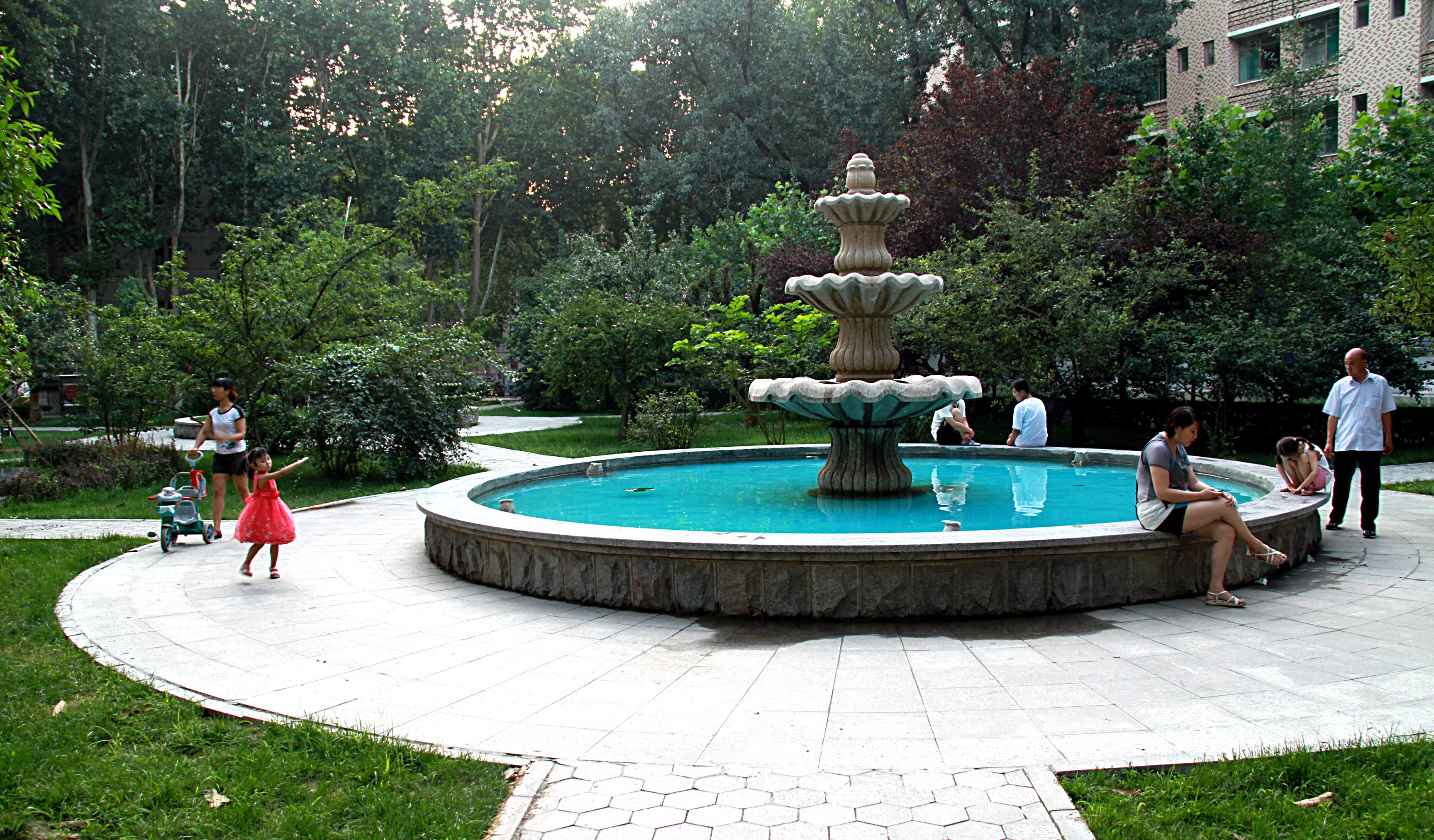 File Sdu Garden Fountain 2011 07