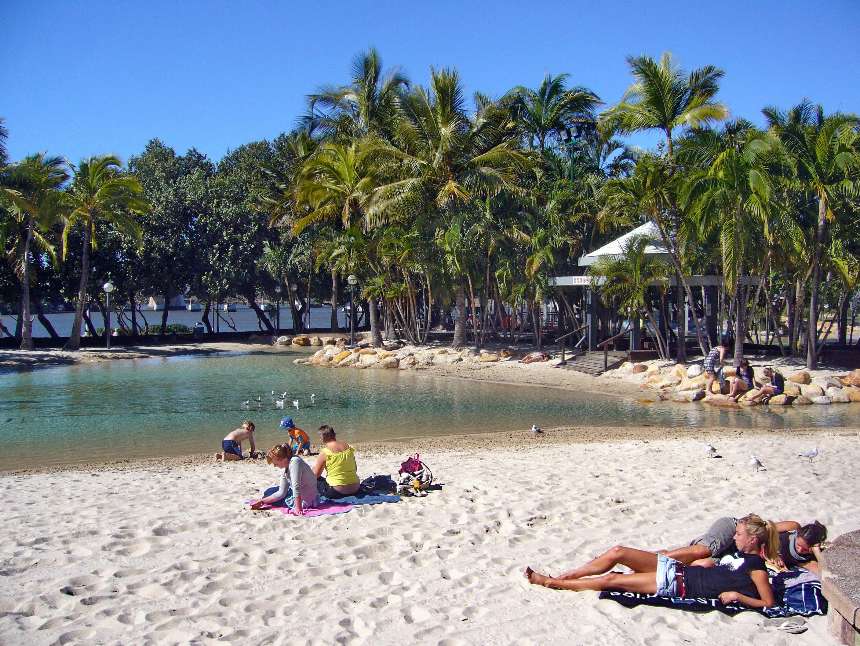 File:South Brisbane Beach - panoramio.jpg - Wikimedia Commons