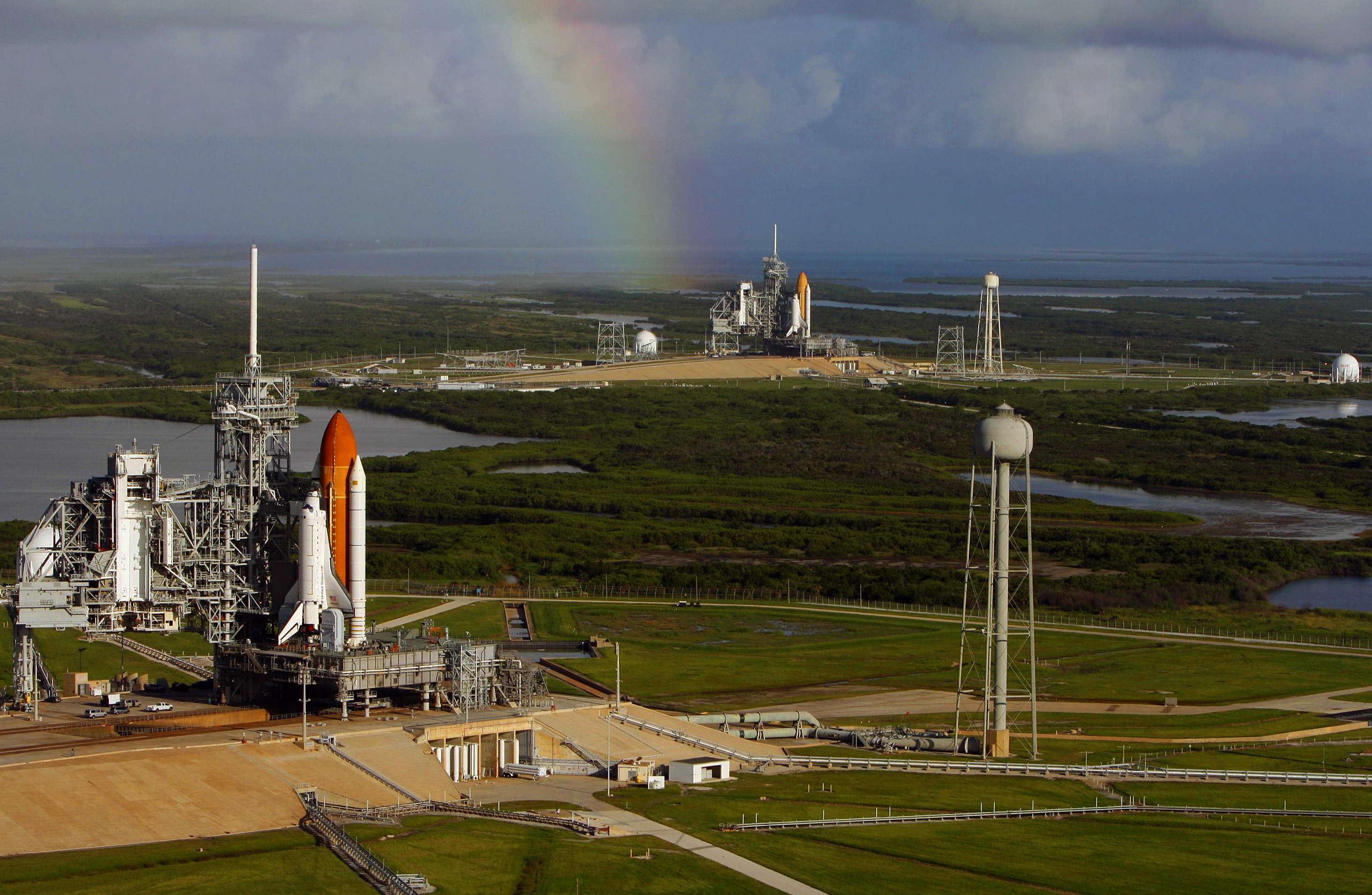File Space Shuttles Atlantis Sts 125 And Endeavour Sts 400 On