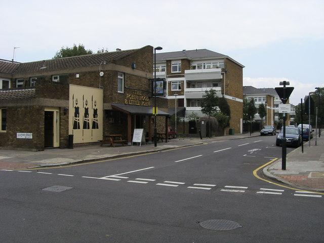 File:The Robin Hood and Little John pub - geograph.org.uk - 971369.jpg