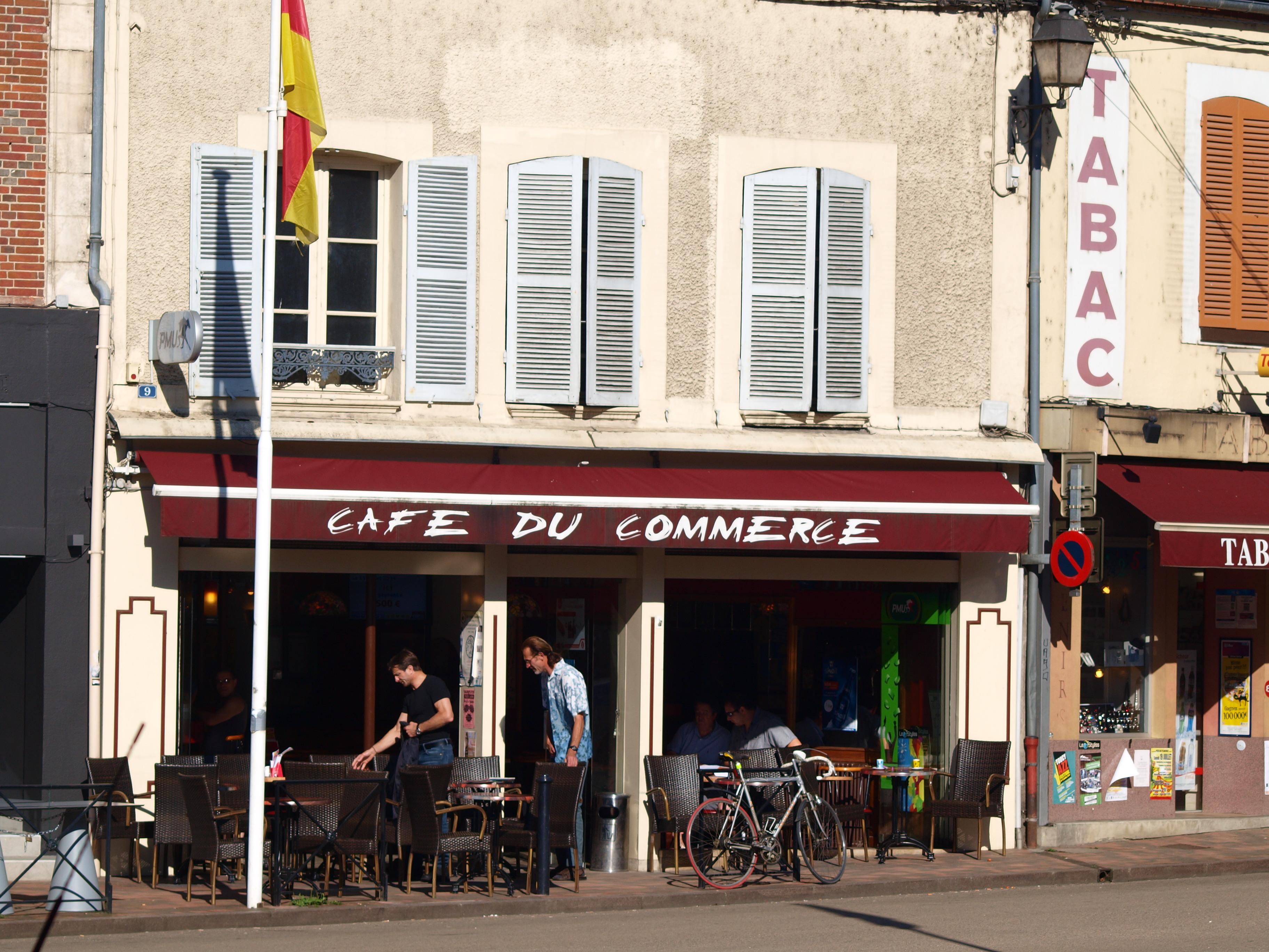 Cafe Du Commerce Sainte Cecile Les Vignes