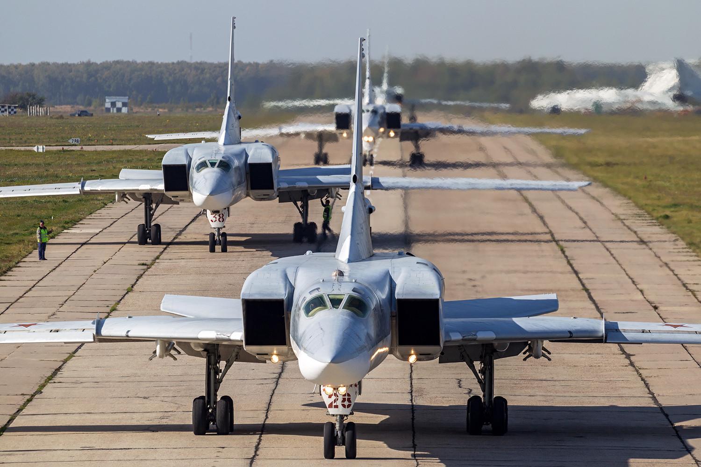 photo استقرار بمب افکن های روسی در پایگاه هوایی همدان
