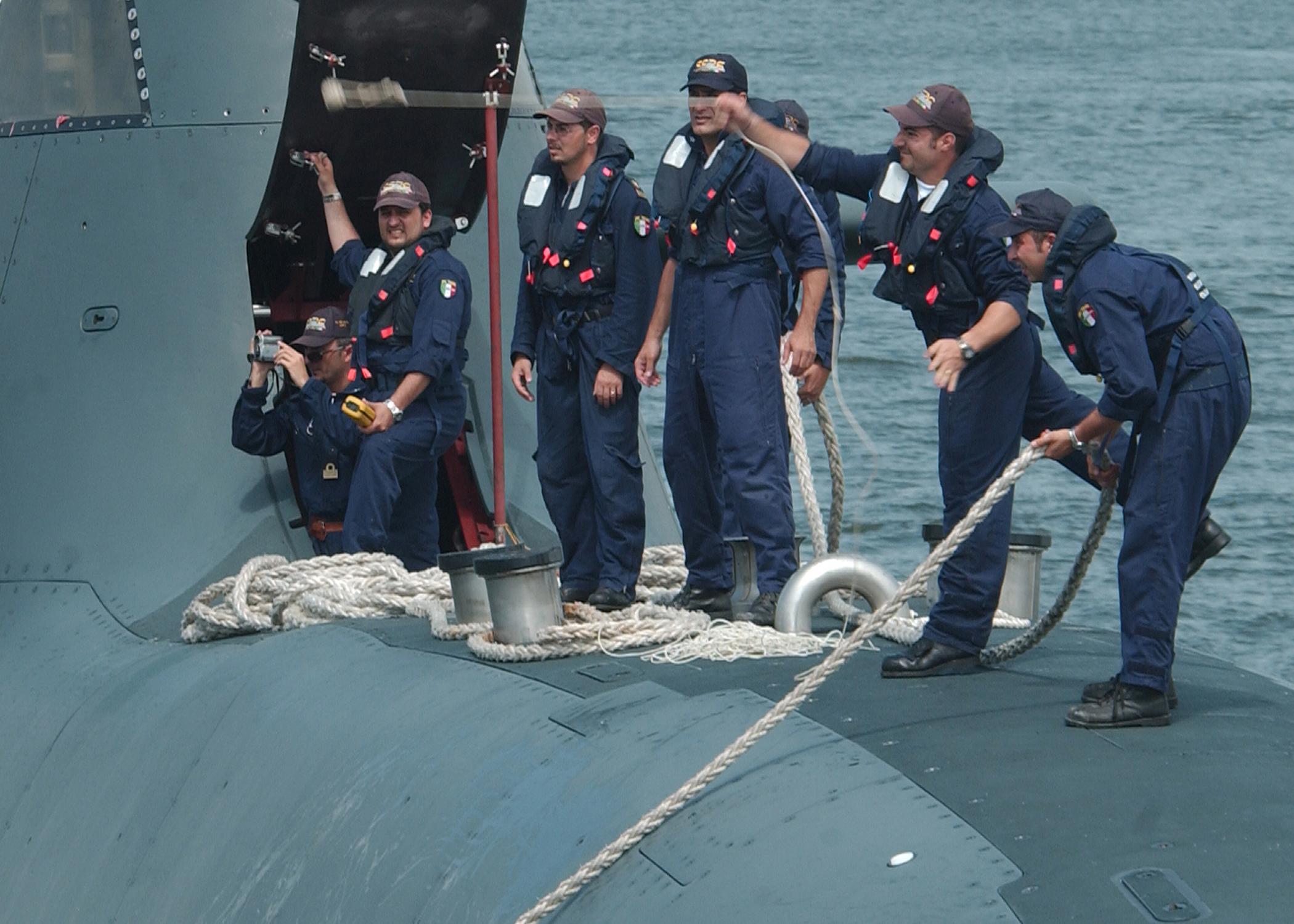 File:US Navy 080711-N-3285B-034 Crew members from the