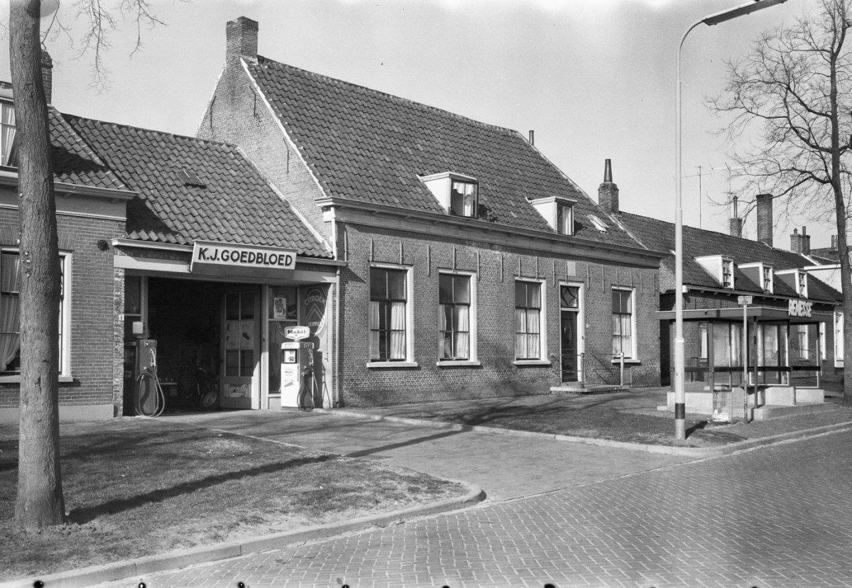 L vormig huis met schilddaken in renesse monument - Foto huis in l ...