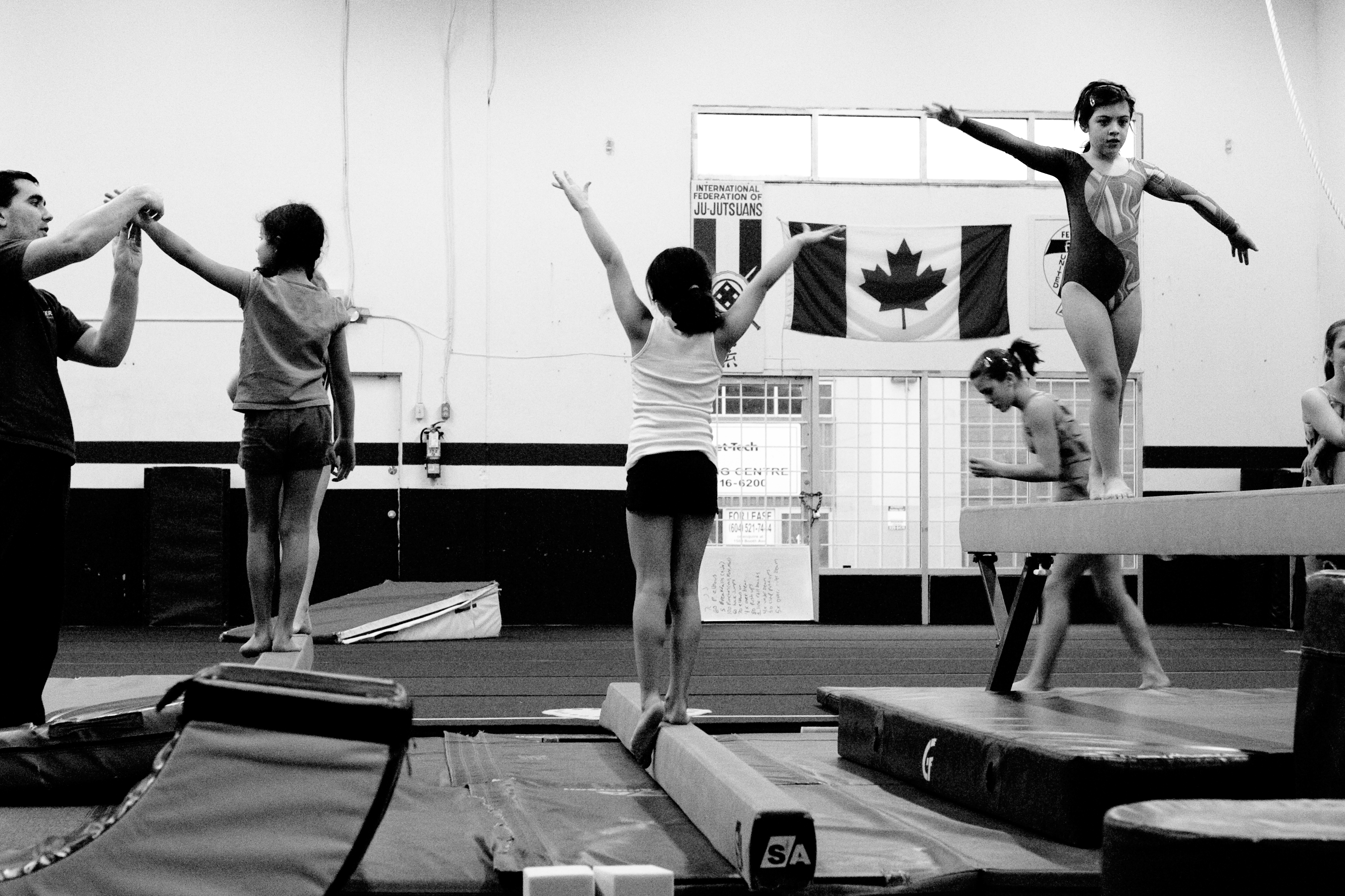 File:Young gymnasts in Canada.jpg - Wikimedia Commons