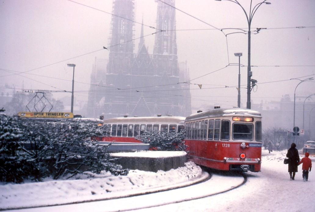 File066l26160180 Endstelle Schottentor Strassenbahn Linie 43 Typ L