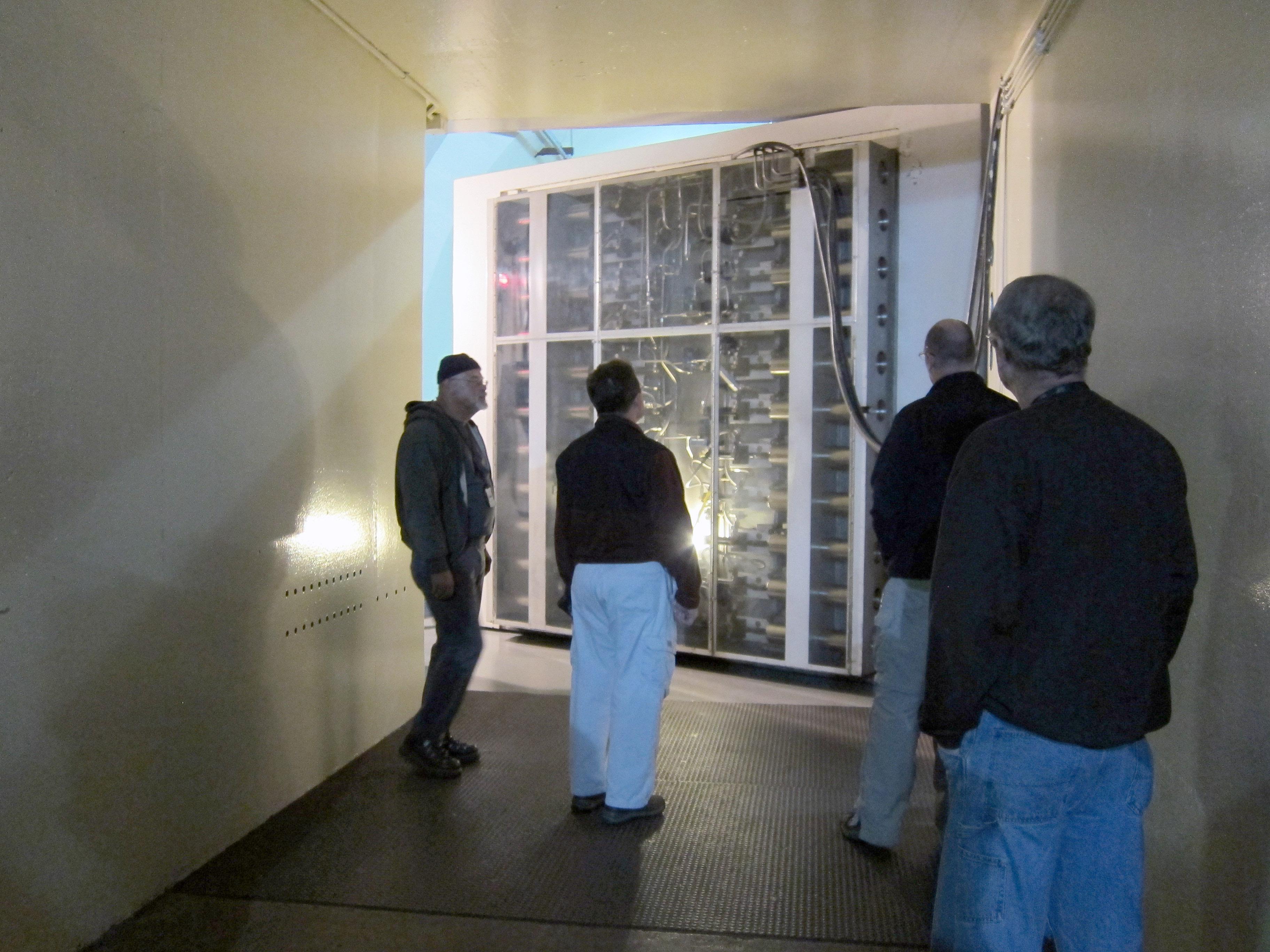 File121025-F-ZZ000-001 Cheyenne Mountain 20-ton blast door & File:121025-F-ZZ000-001 Cheyenne Mountain 20-ton blast door closing ...