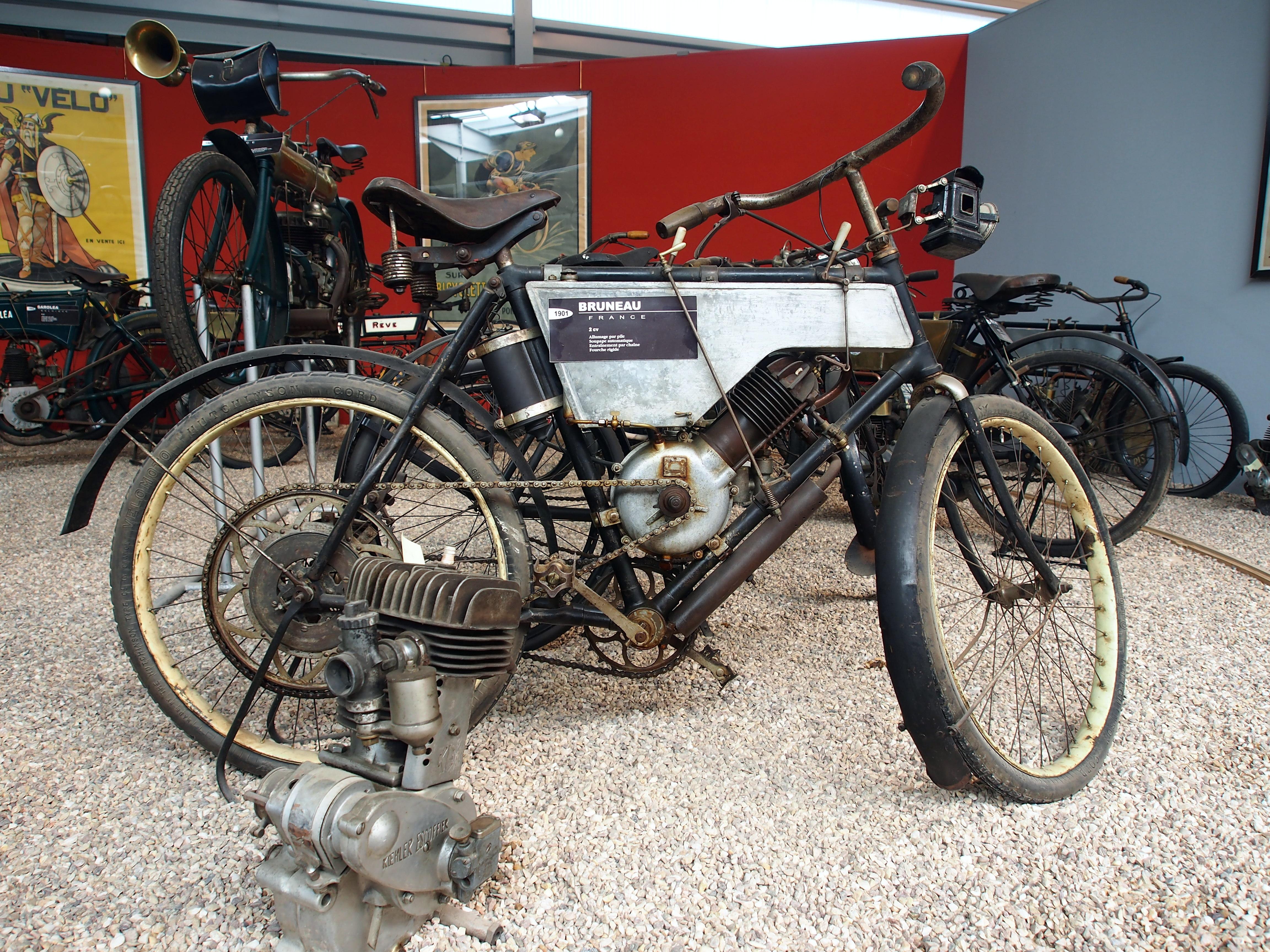 file 1901 bruneau 2cv  mus u00e9e de la moto et du v u00e9lo  amneville  france  pic-001 jpg