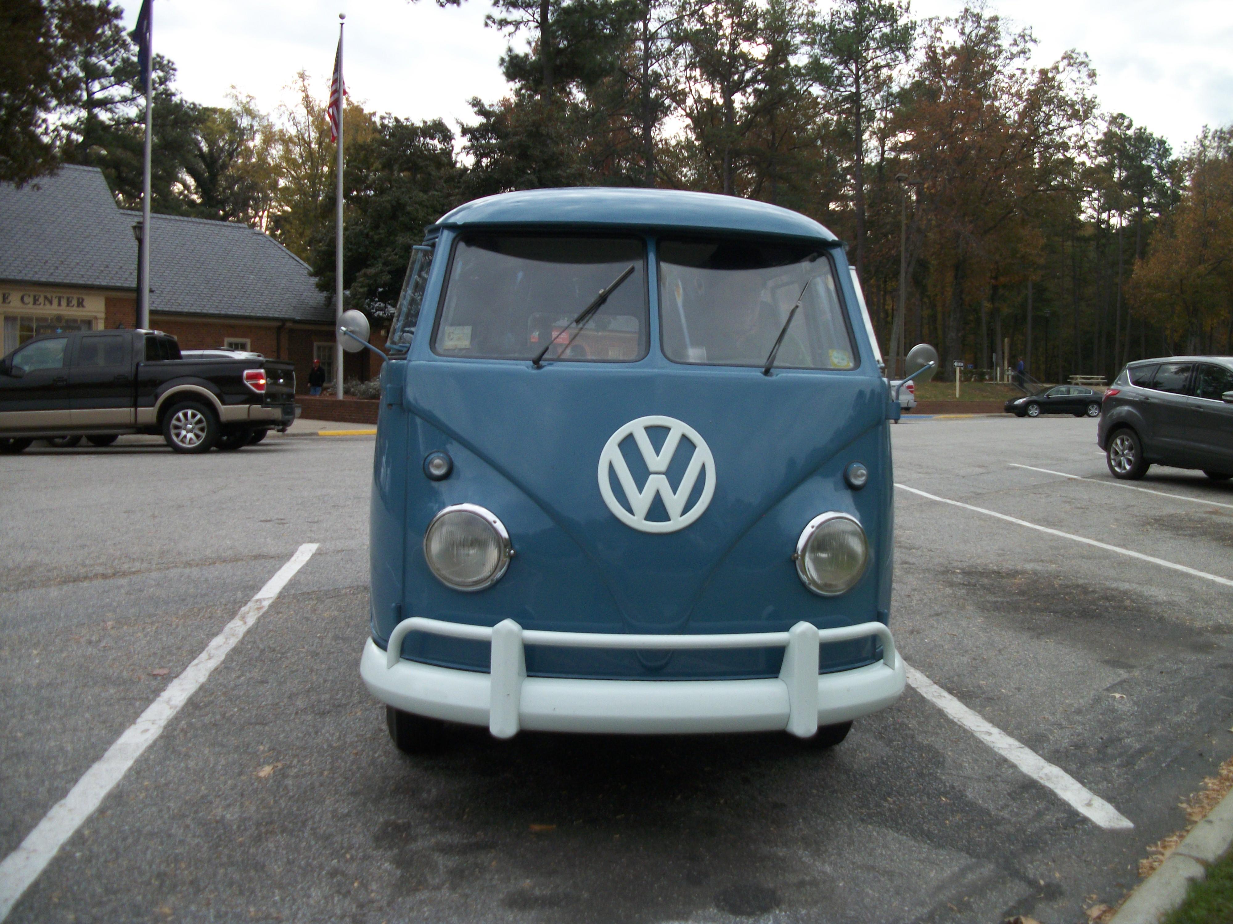 File:1960 VW Bus @ NB I-95 VA Welcome Center-1.JPG - Wikimedia Commons