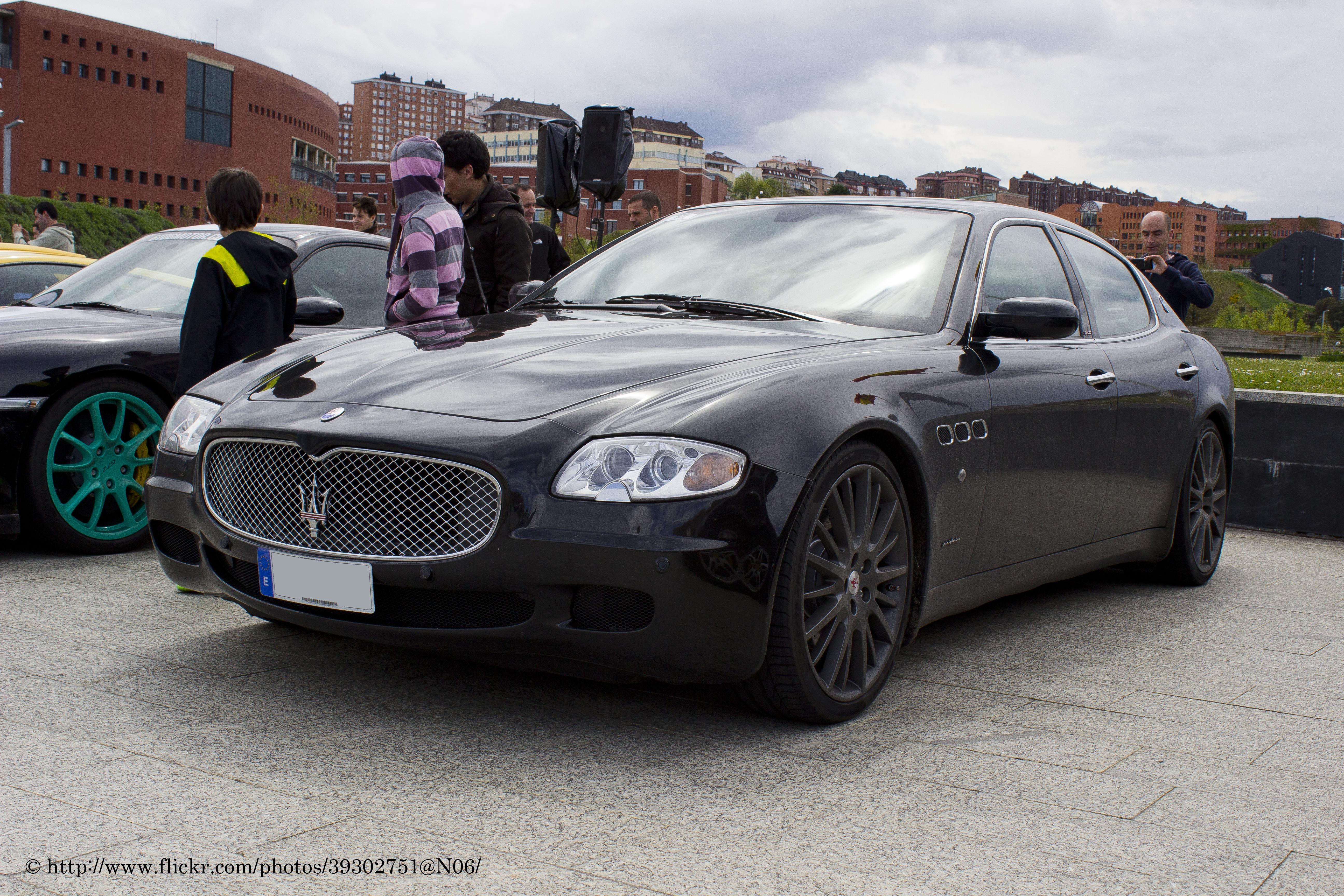 https://upload.wikimedia.org/wikipedia/commons/9/9c/2006_Maserati_Quattroporte_Sport_GT_%287166399306%29.jpg
