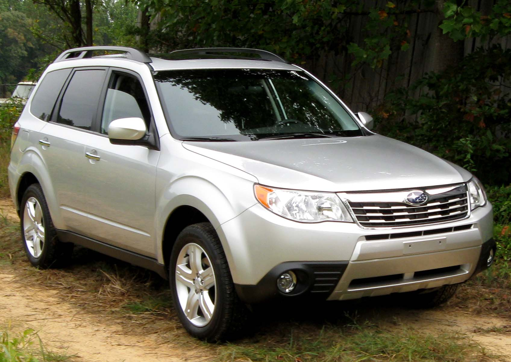 file 2010 subaru forester 2 5x limited 1 10 02 wikimedia commons. Black Bedroom Furniture Sets. Home Design Ideas