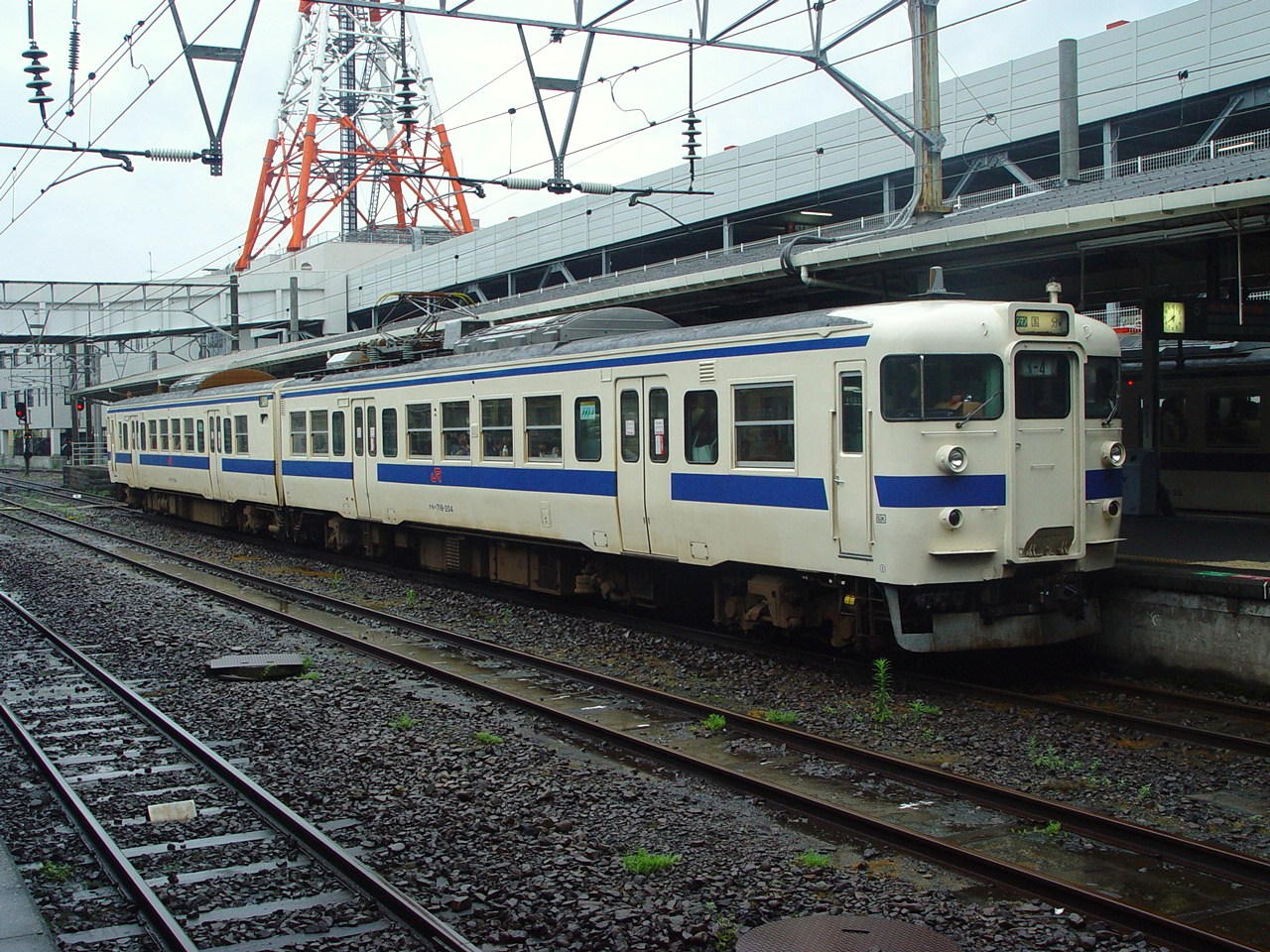 https://upload.wikimedia.org/wikipedia/commons/9/9c/717-200_HK204_Kagoshima-Chuo_20060523.JPG