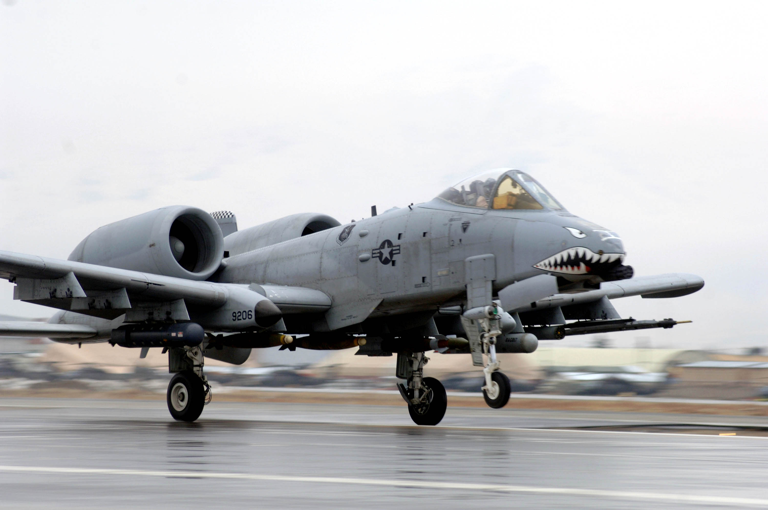 File:A-10 Thunderbolt II taking off at Bagram Air Base.jpg ...