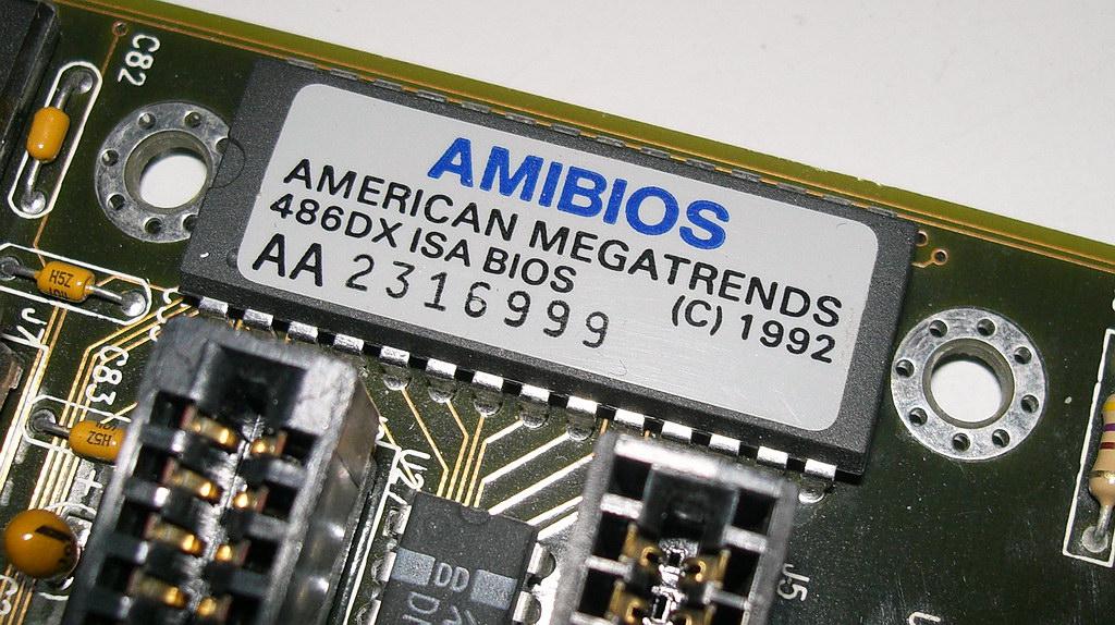 https://upload.wikimedia.org/wikipedia/commons/9/9c/AMIBIOS_ROM-Chip_1992.JPG