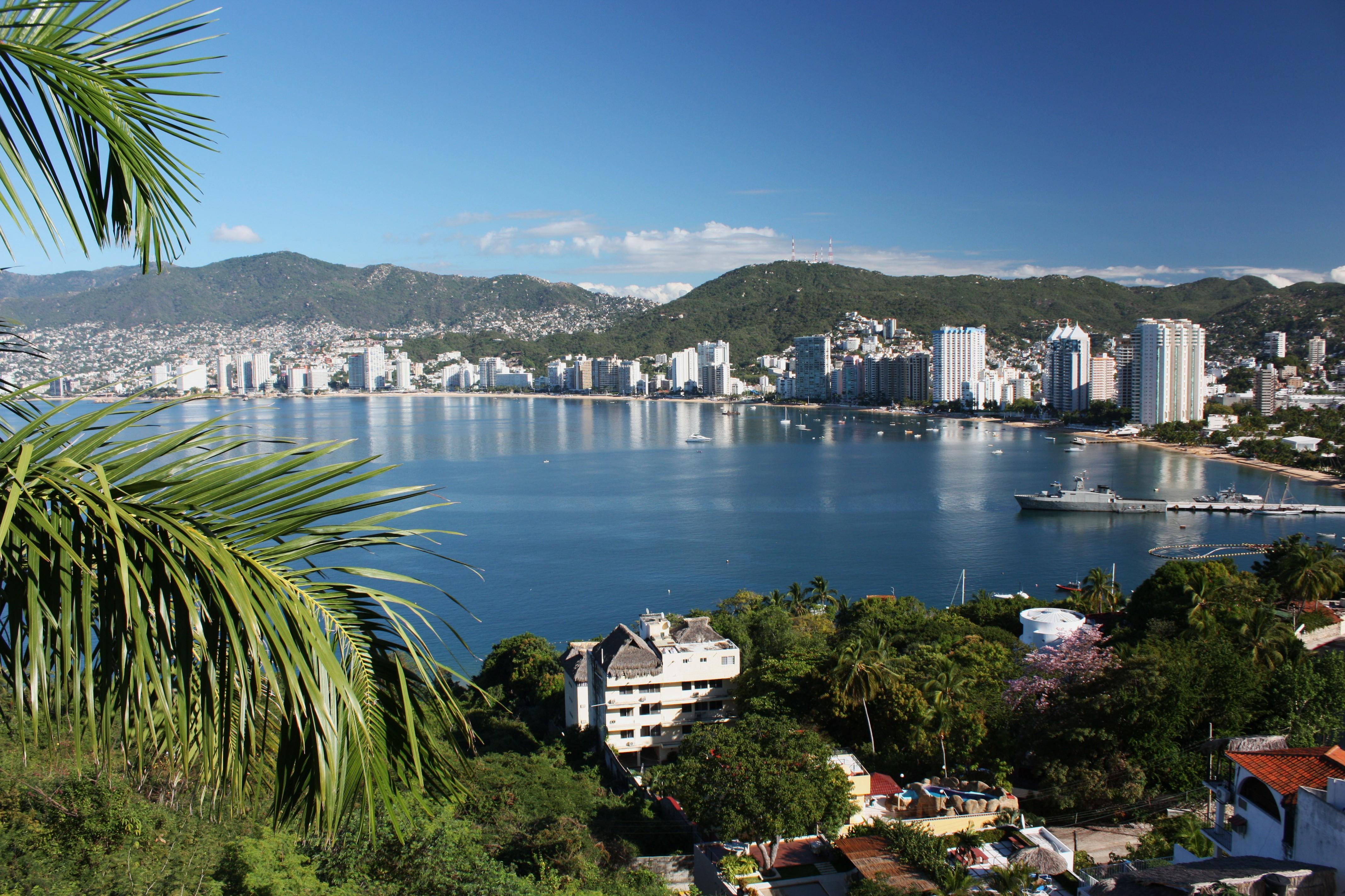 Acapulco Bay 2010.jpg