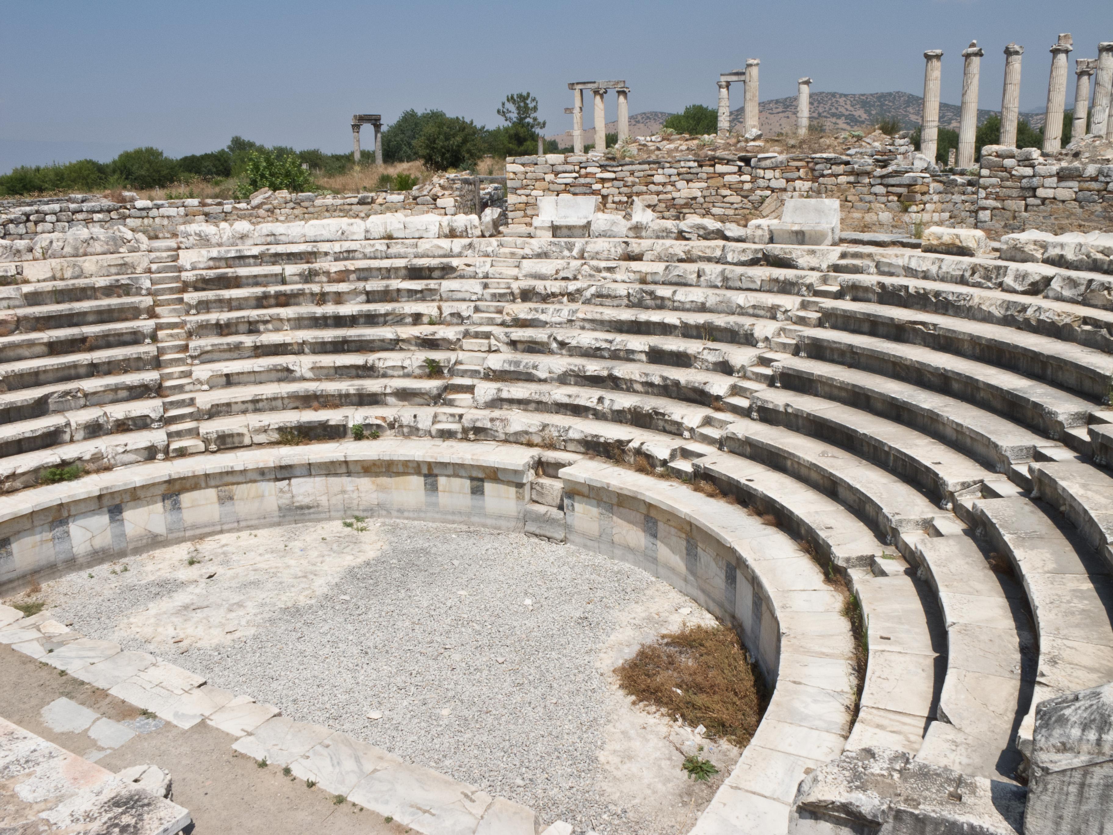 File:Afrodisias - Aphrodisias - Odeón.jpg - Wikimedia Commons
