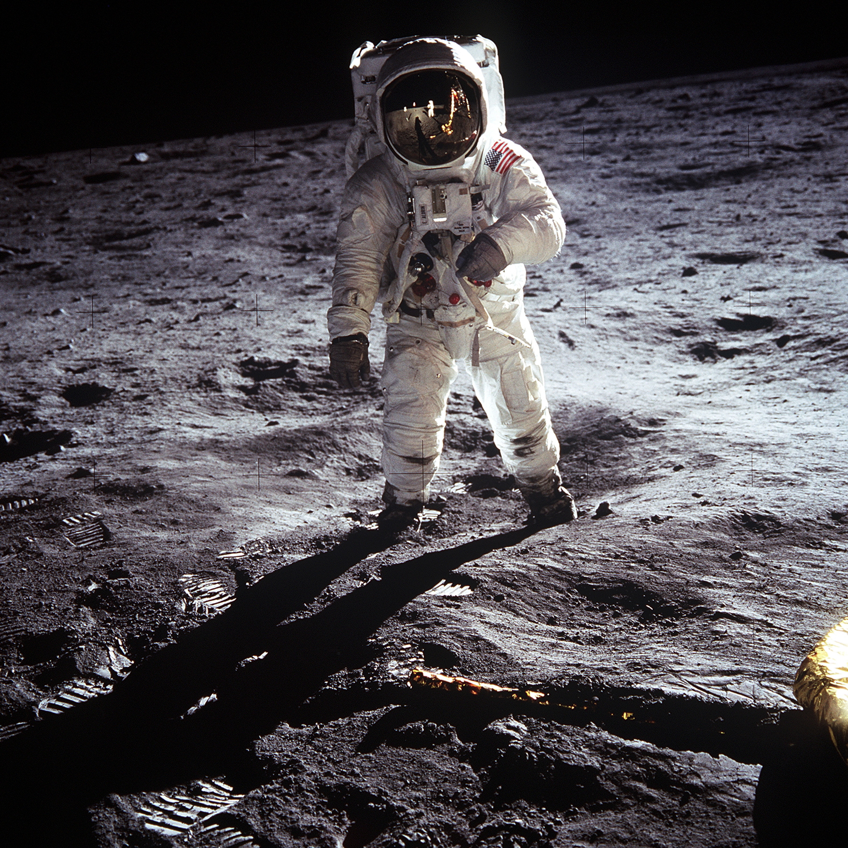 https://upload.wikimedia.org/wikipedia/commons/9/9c/Aldrin_Apollo_11.jpg