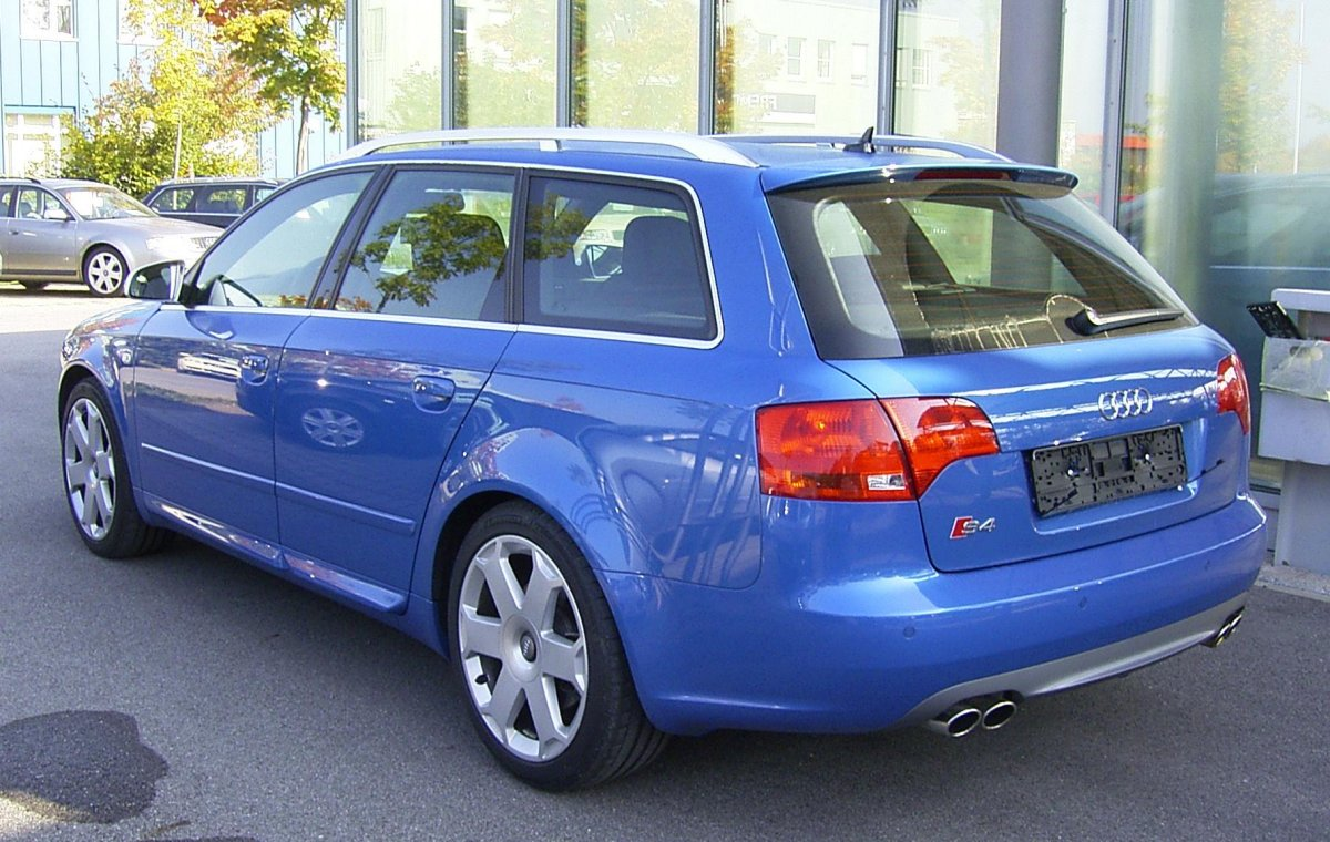 rear view of Audi B7 S4 Avant