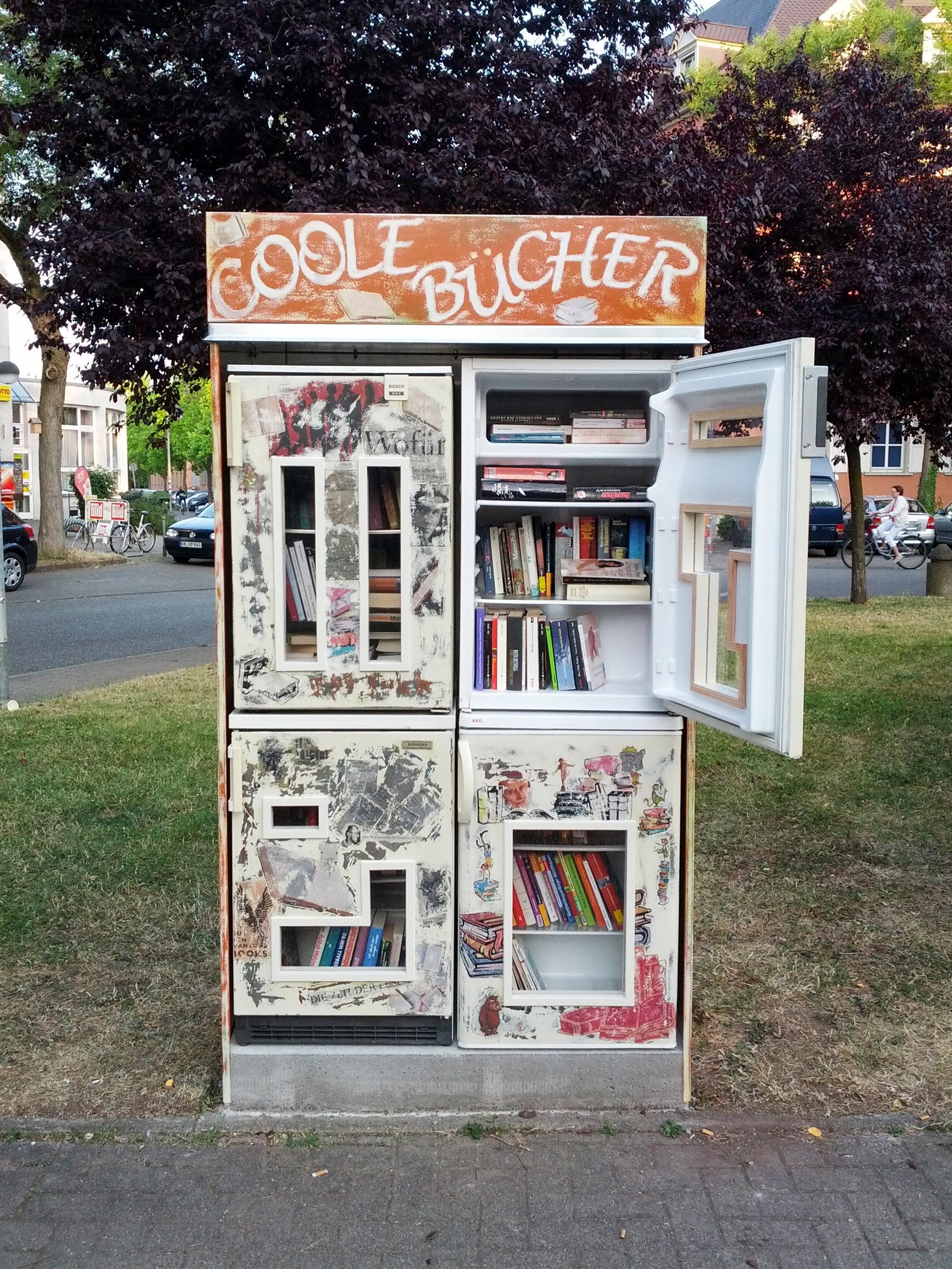 Bücherregal Freiburg-Beurbarung.jpg