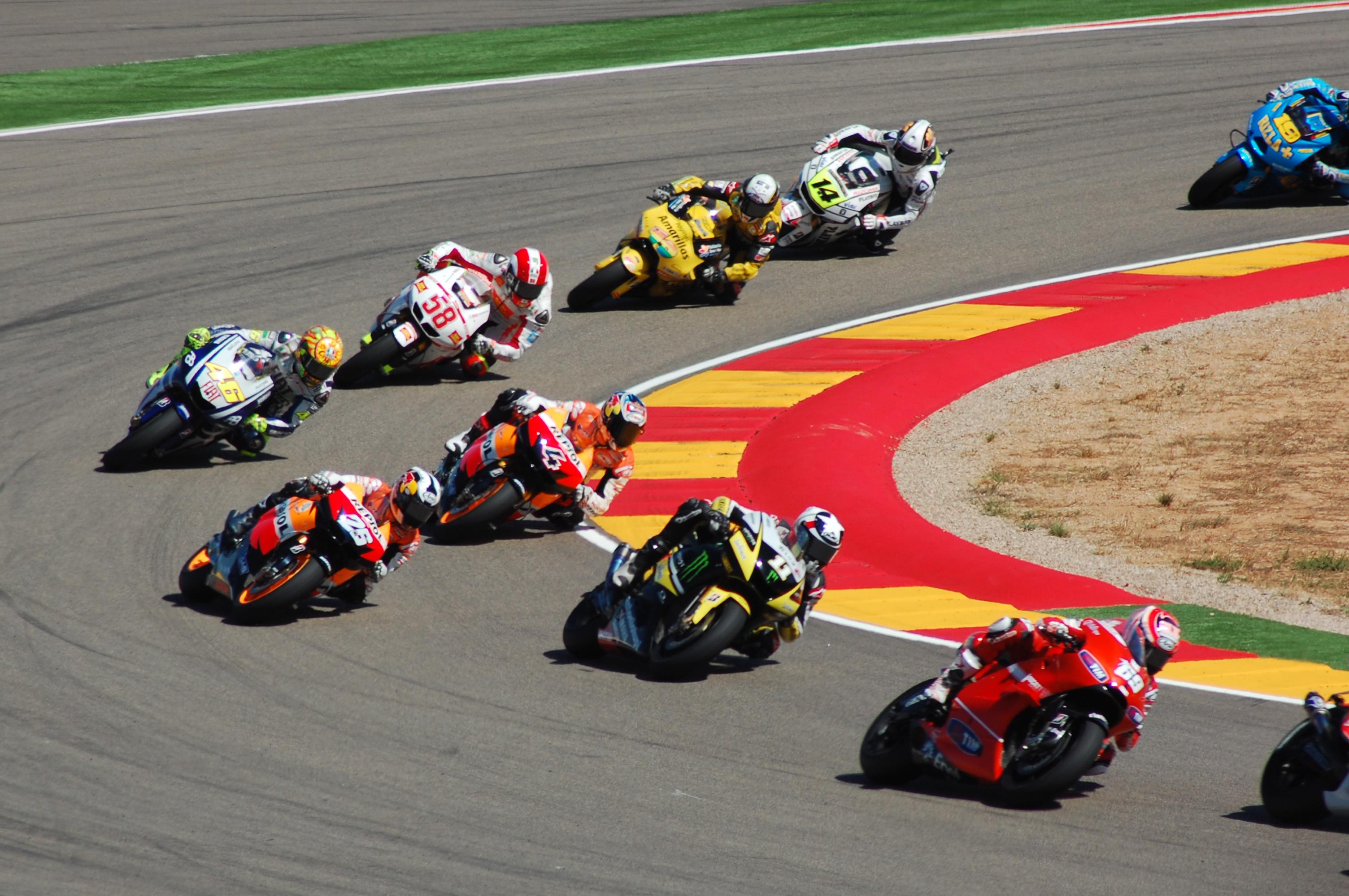 ファイル:Carrera MotoGP Motorland 2010.jpg - Wikipedia
