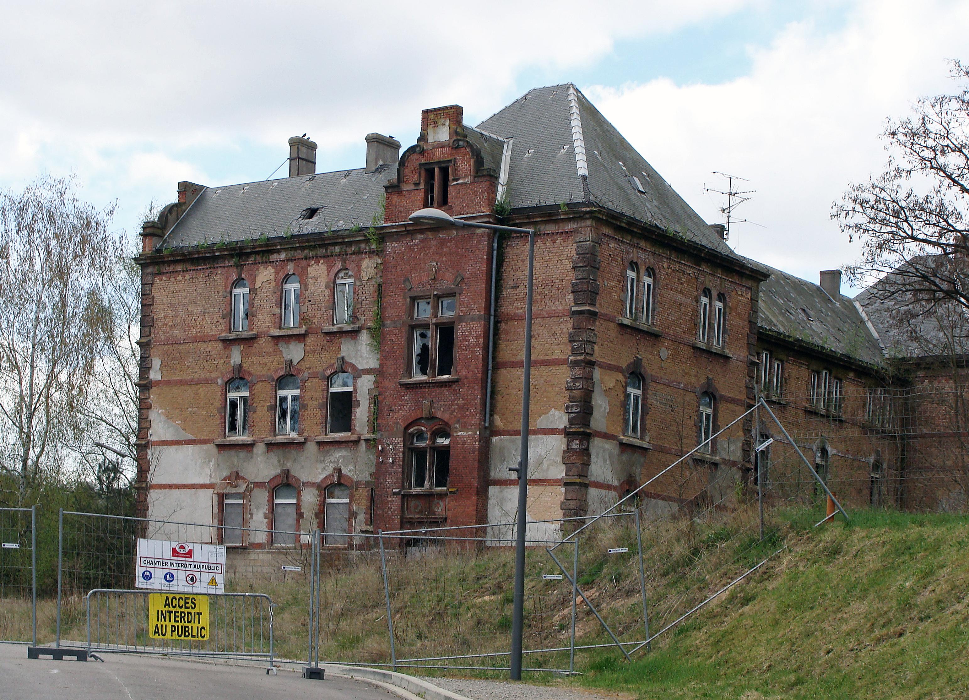 fichier:caserne ardant du picq de saint-avold — wikipédia