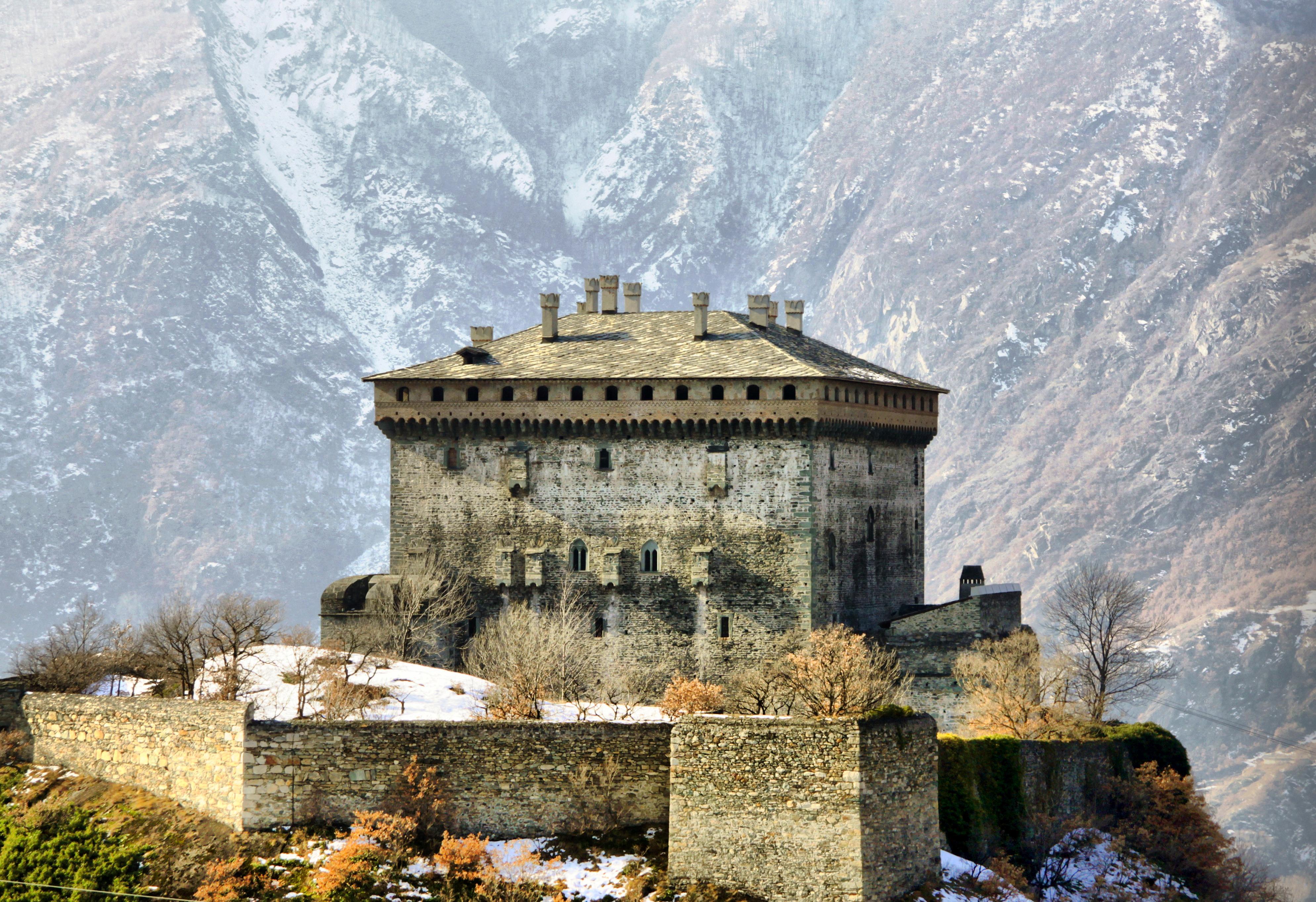 File:Castello di verres 4.jpg - Wikipedia