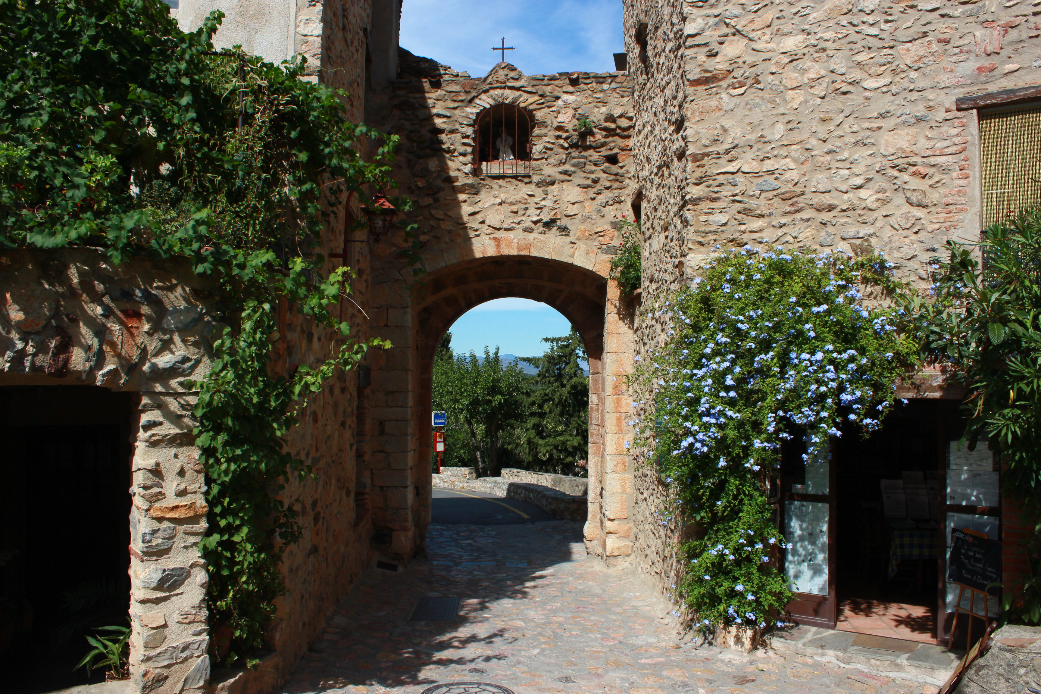 Castelnou_(66),_un_des_plus_beaux_village_de_France25.jpg