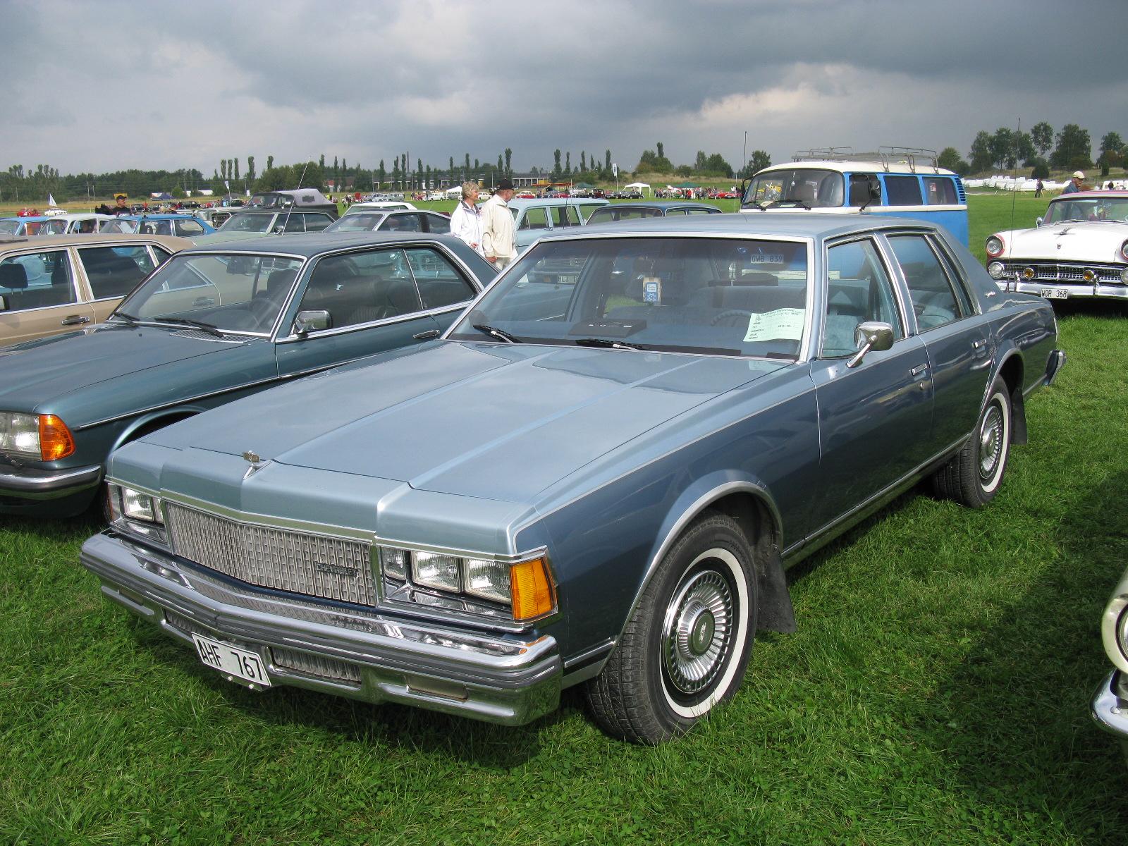 File:Chevrolet Caprice Classic 1977 (7998138642) jpg - Wikimedia Commons