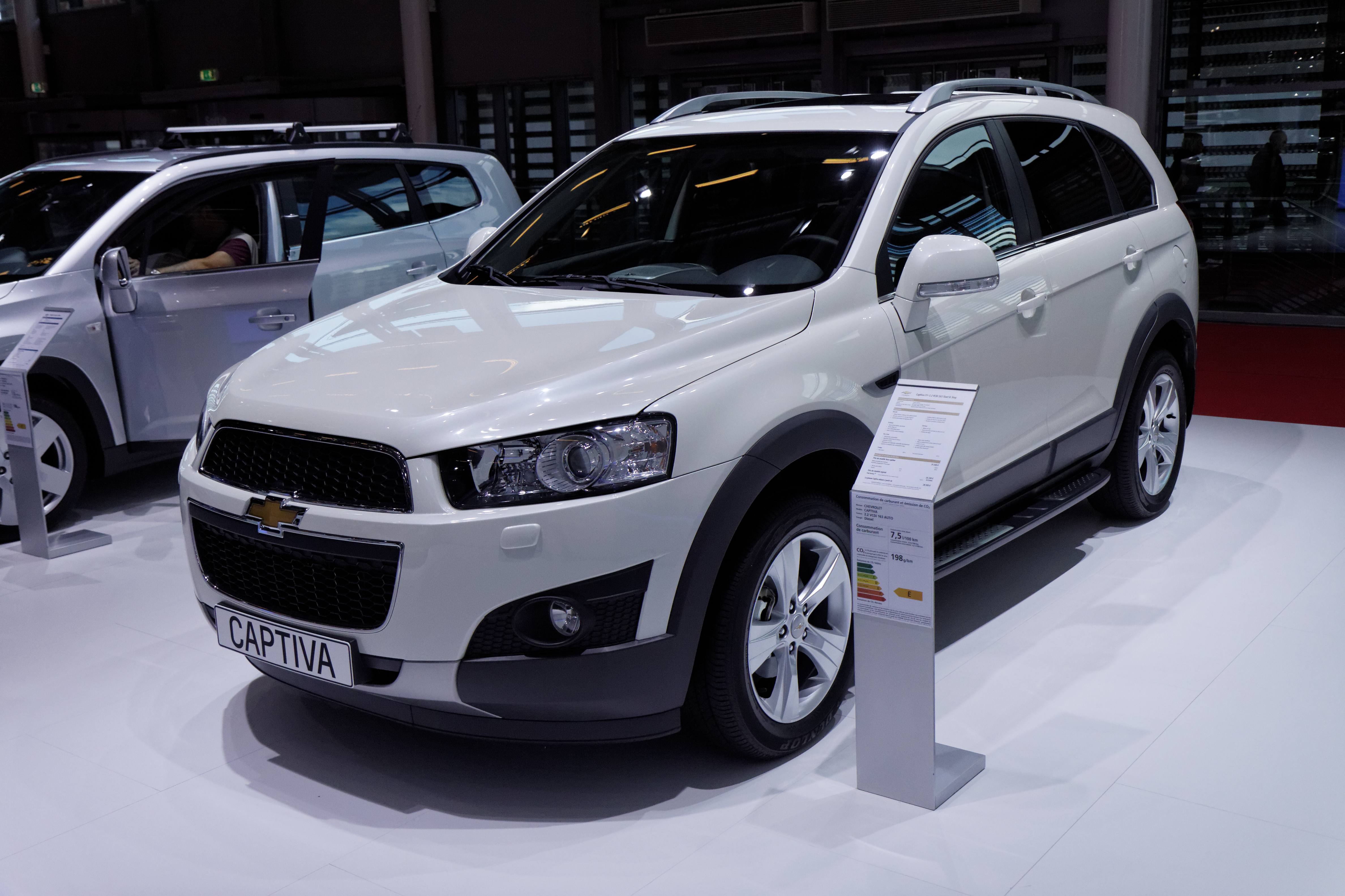 file chevrolet captiva mondial de l 39 automobile de paris 2012 wikimedia commons. Black Bedroom Furniture Sets. Home Design Ideas