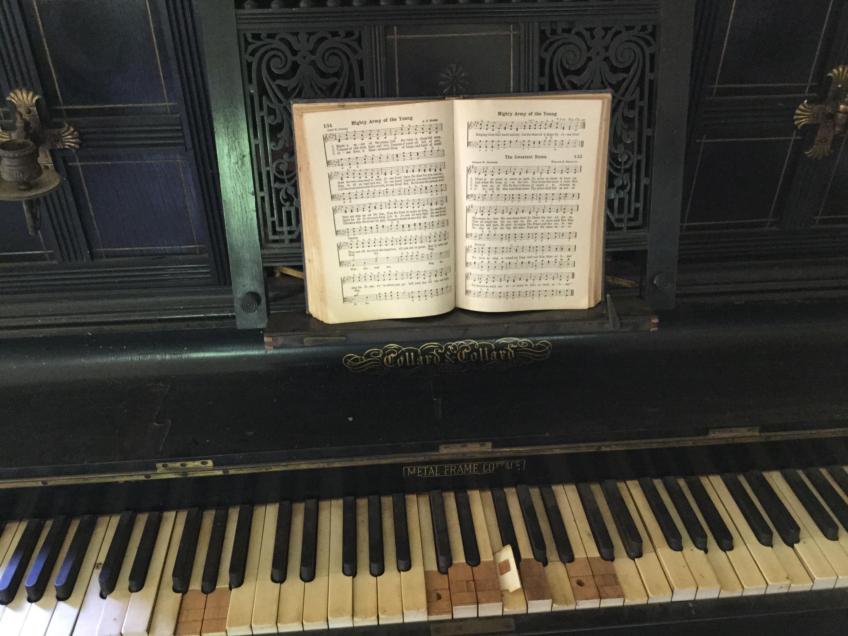 File collard collard metal frame cottage piano for 2 piani cottage storia