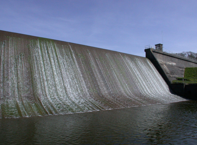 Dam at Porth Reservoir. - geograph.org.uk - 390327
