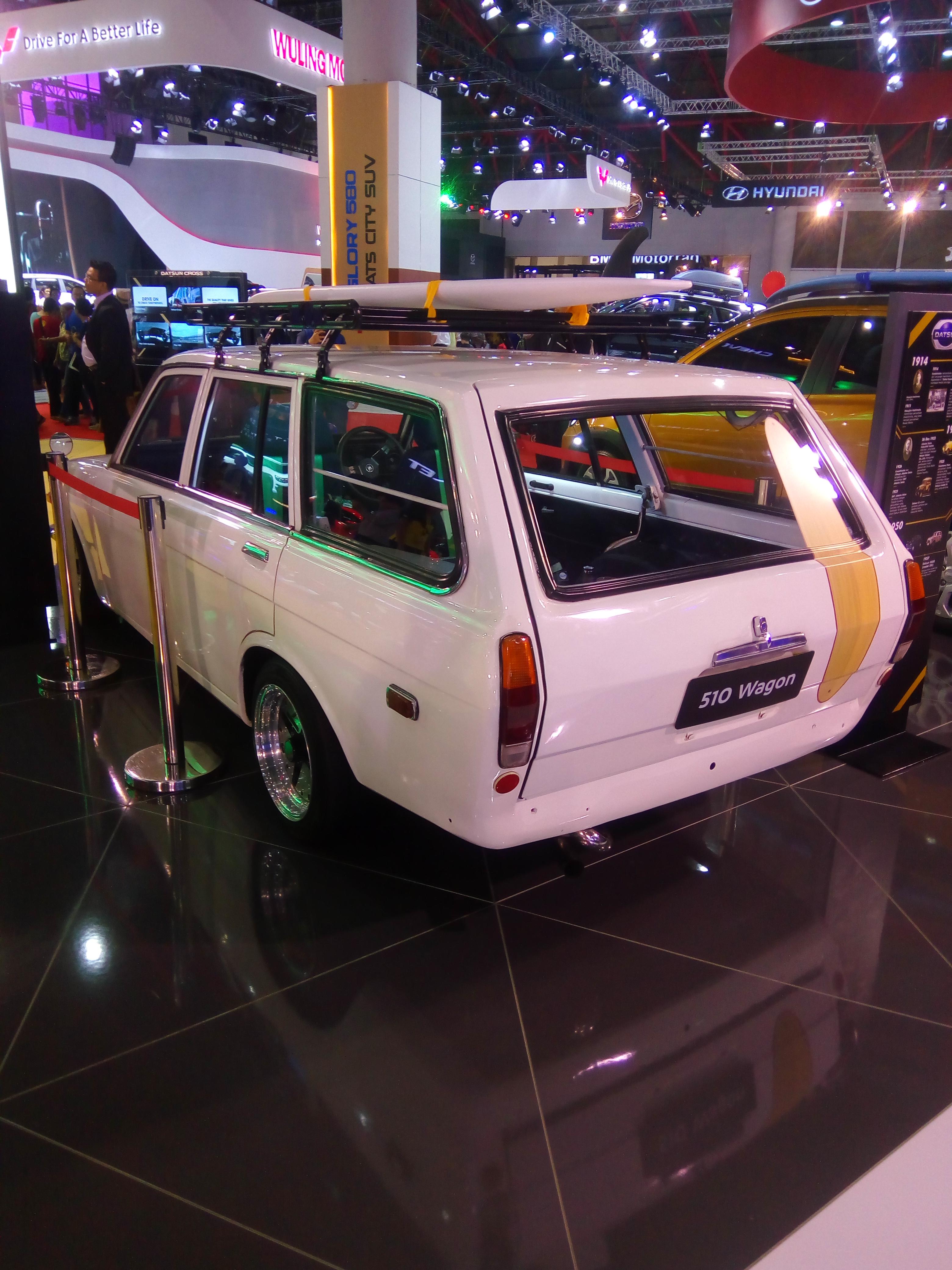 File:Datsun Jadul Klasik IIMS 2018 kiri belakang.jpg