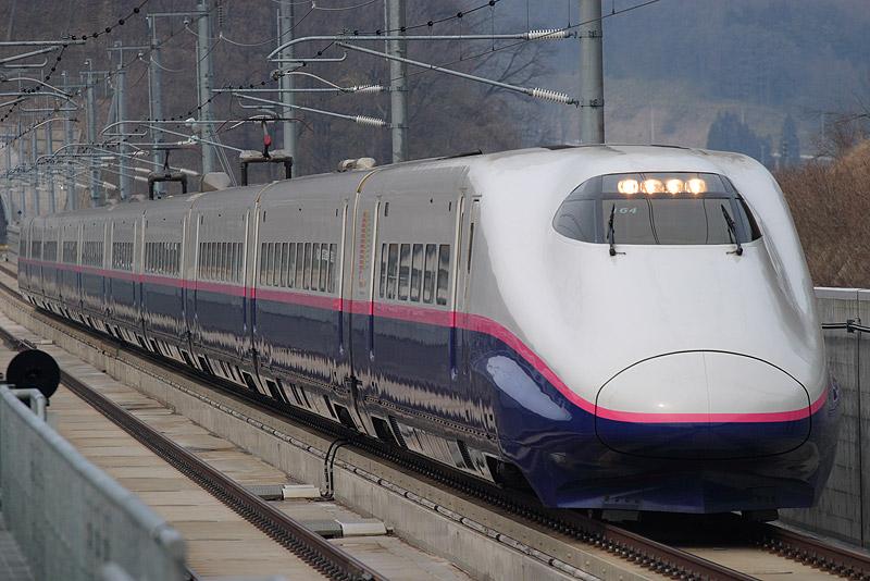 E2-1000 series on Hayate service at Iwate-Numakunai Station