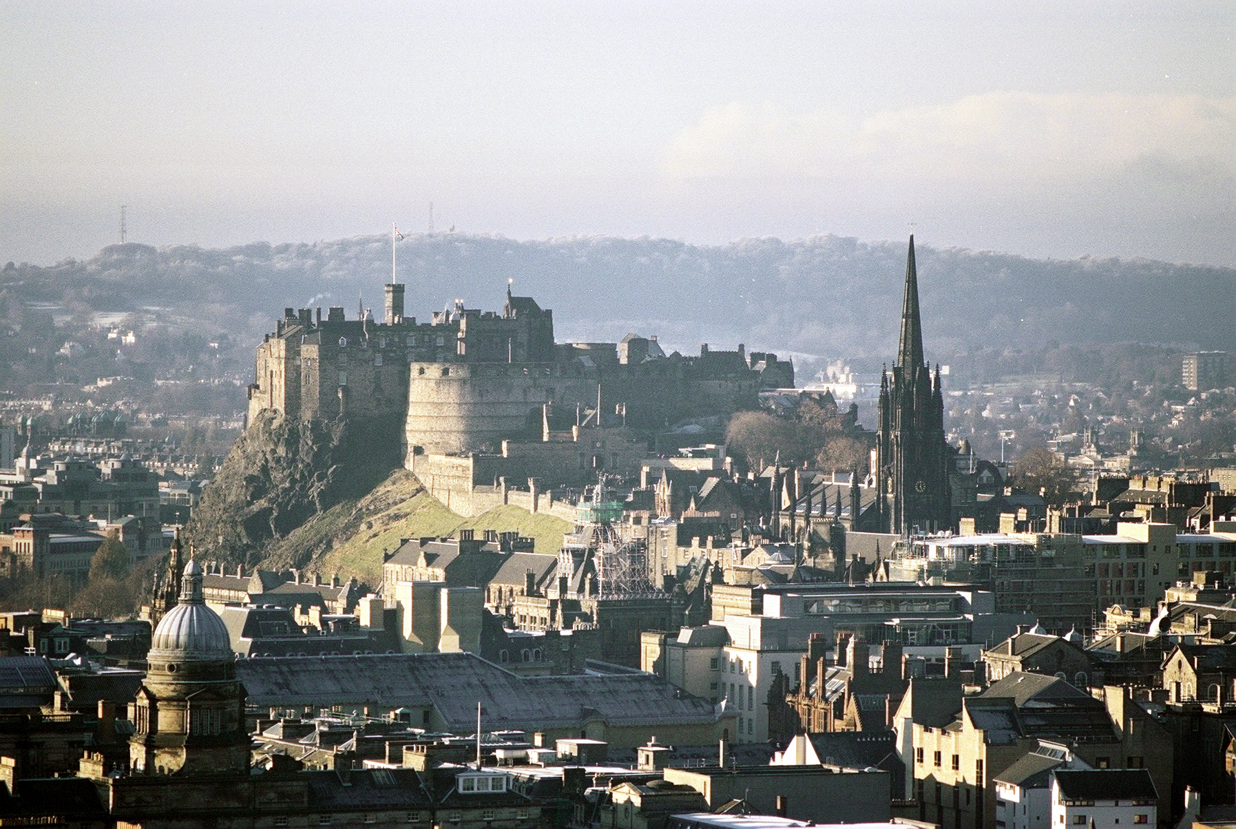 edinburgh castle English: edinburgh castle is a castle fortress which dominates the sky-line of the city of edinburgh, scotland, from its position atop the volcanic castle rockhuman habitation of the site.