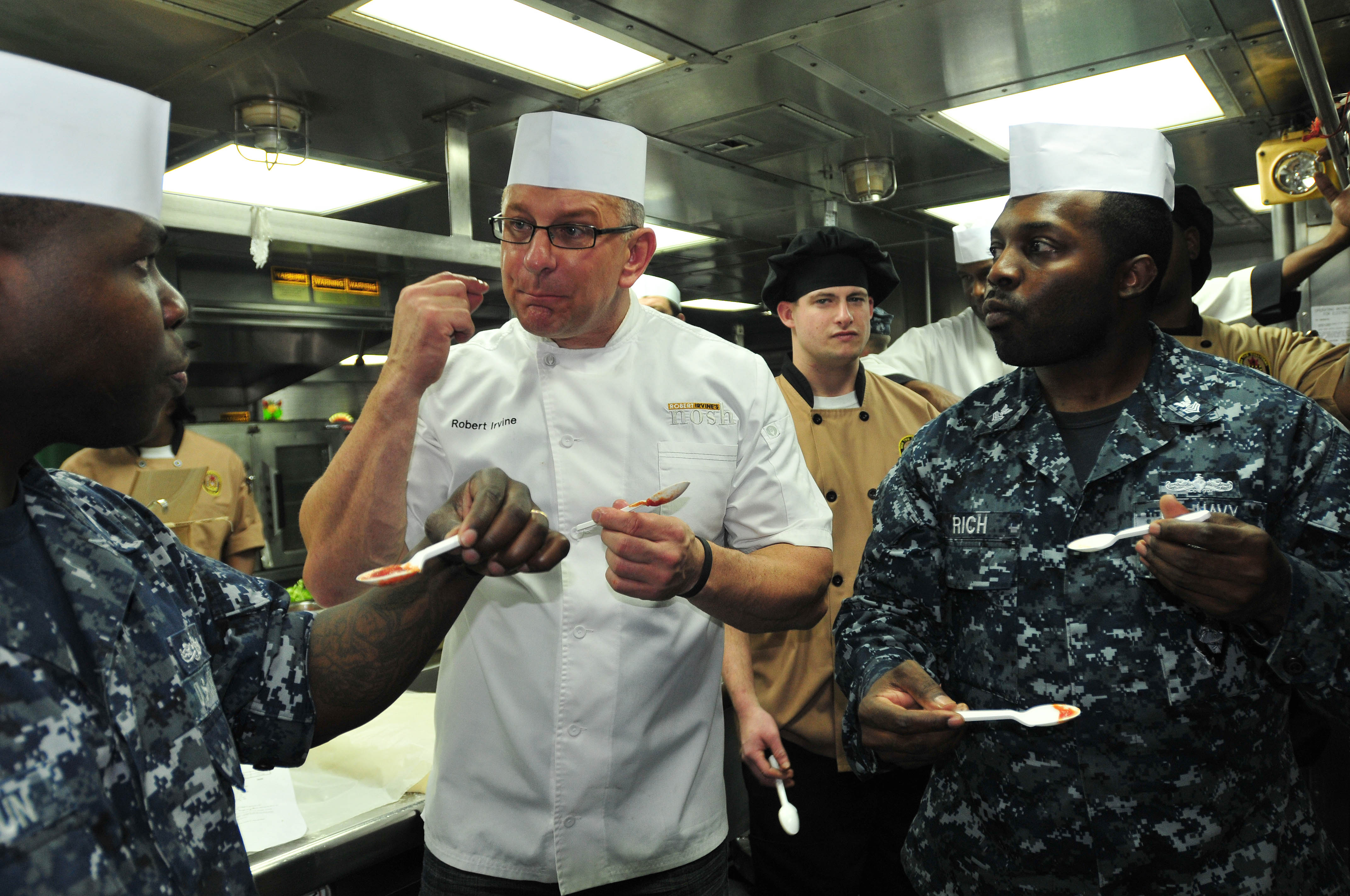 Robert irvine wikipedia irvine giving culinary advice to cooks aboard a us navy ship in october 2012 irvine cooking forumfinder Choice Image