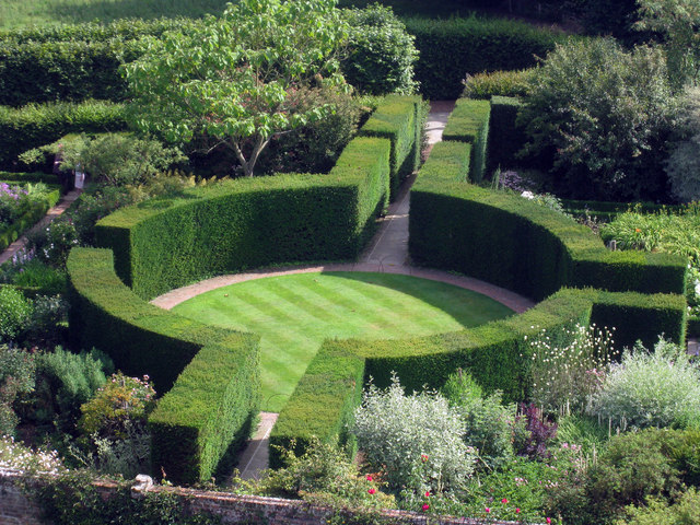 Formal Gardens at Sissinghurst Castle - geograph.org.uk - 1387062