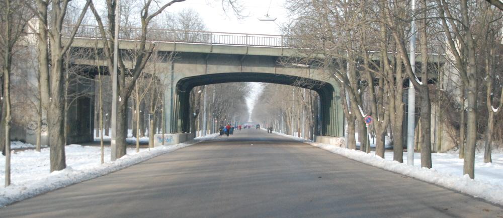 Brücke über die Hauptallee