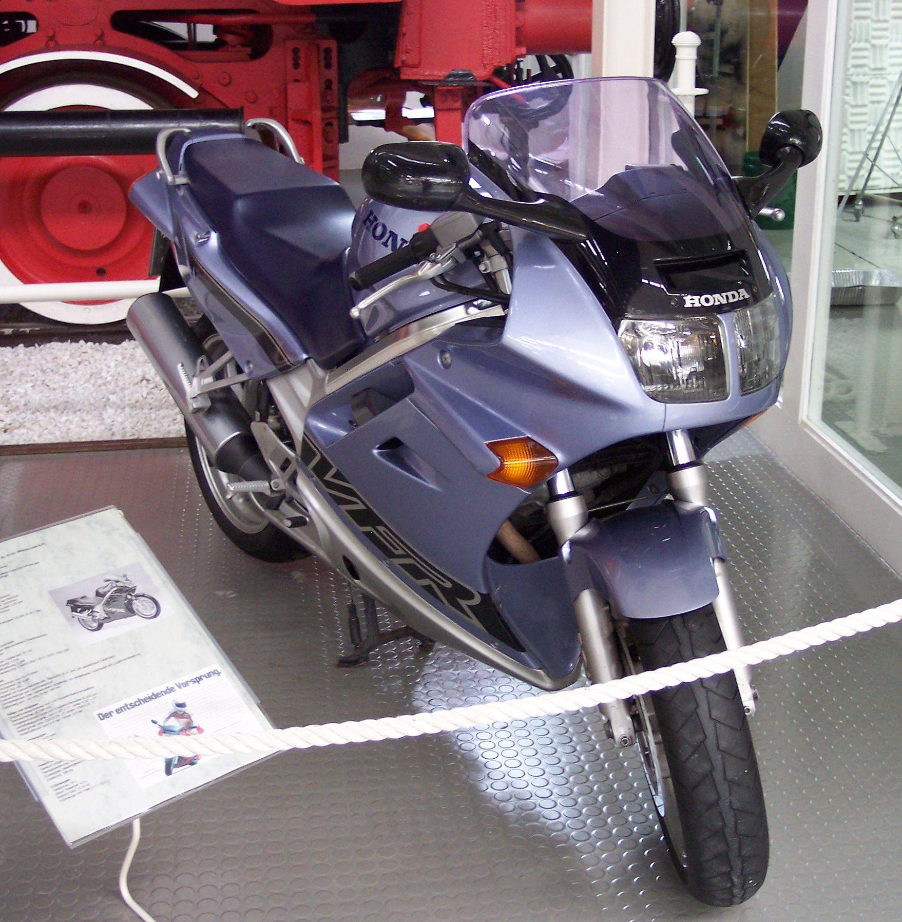 Honda VFR 750 F – Wikipedia