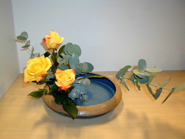 http://upload.wikimedia.org/wikipedia/commons/9/9c/Ikebana_Riflesso_sull%27acqua.JPG