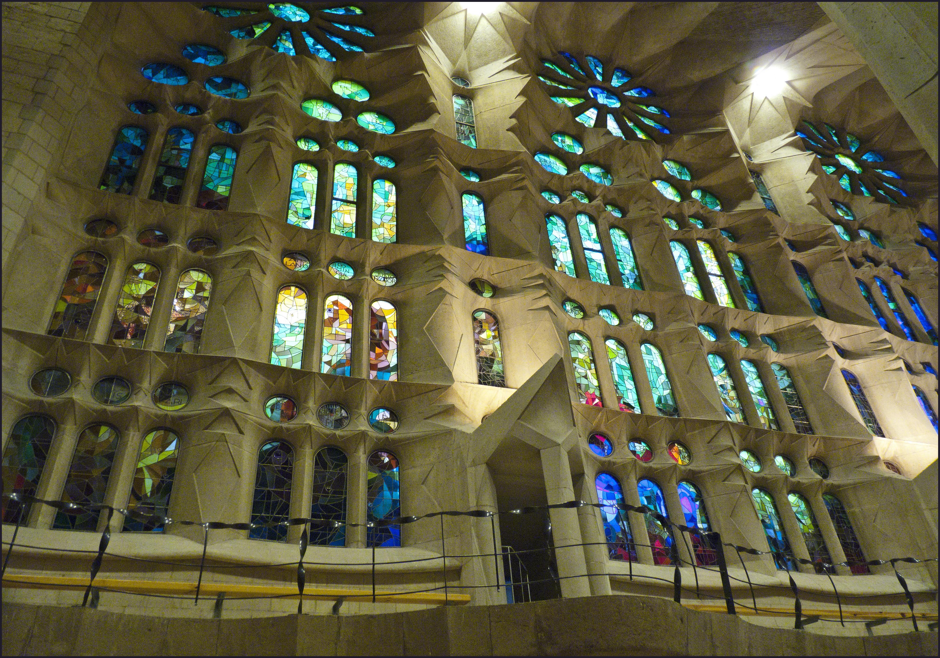 File:La Sagrada Familia - interior 6 - Barcelona - panoramio.jpg ...