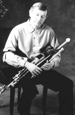 Liam O'Flynn playing uilleann pipes Liam O'Flinn.jpg
