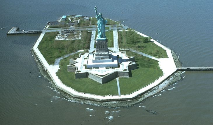 a brief history of the statue of liberty on liberty island in upper new york bay Location of statue of liberty in new york harbor to the statue's construction and history in upper new york bay on liberty island south of.