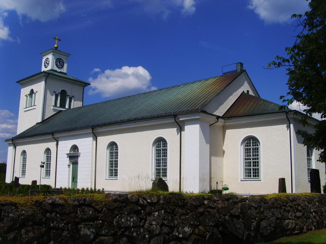Fil:Mlilla-Grdveda kyrka i juli mnad 2009, bild unam.net