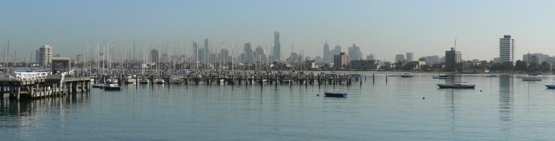 Melbourne skyline panorama from st kilda pier.jpg